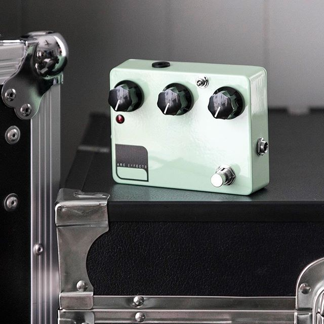 Custom Shop Seafoam Green KV2 with black fluted knobs, a diffused red LED, and an external bass boost toggle 🌊
