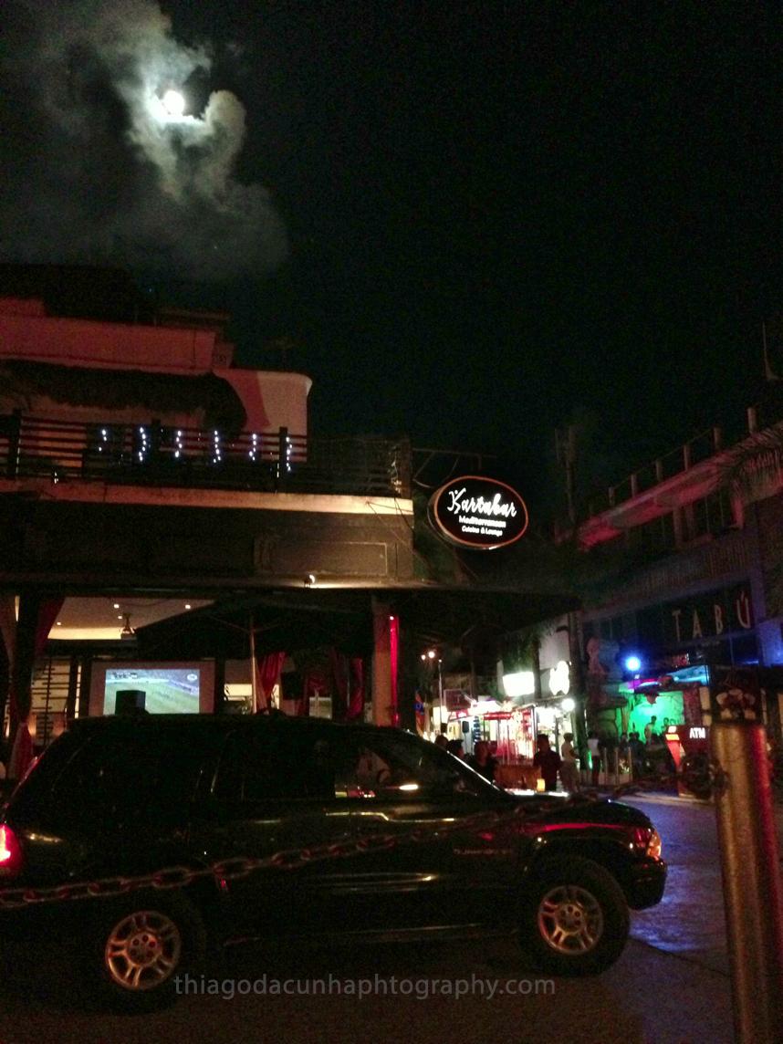 El fotografo de hoteles Thiago da Cunha fotografiando hoteles en Playa del Carmen, Mexico.