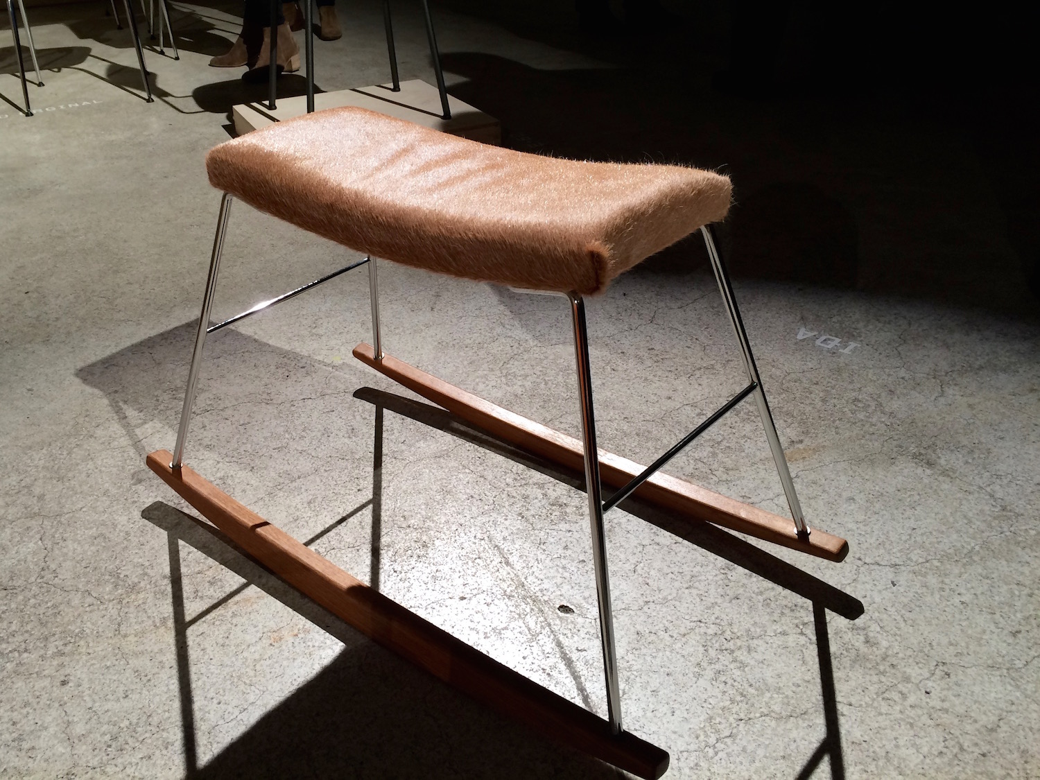 IÐA Rocket/Roller seat in oak, steel and cowhide leather