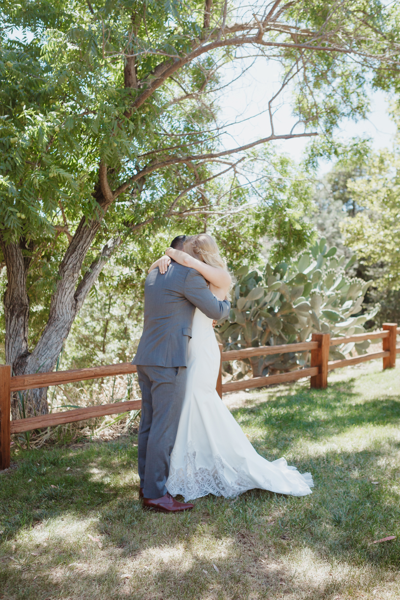 field-and-pond-wedding-photographer
