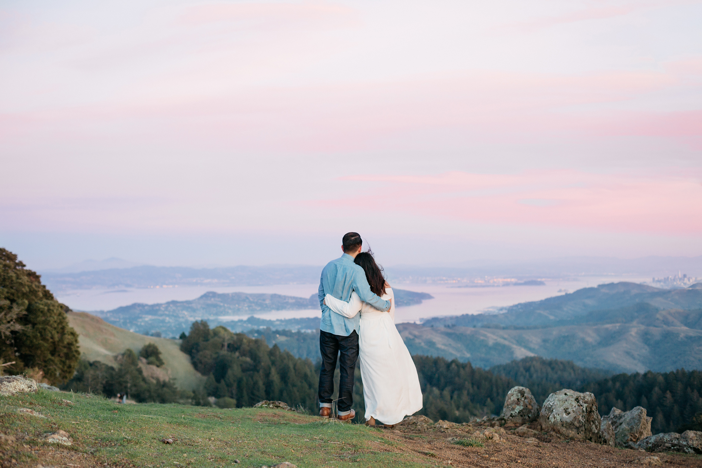 Couple overlooking the San Francisco Bay Area during their engagement session in Mount Tamalpais in Marin, California.