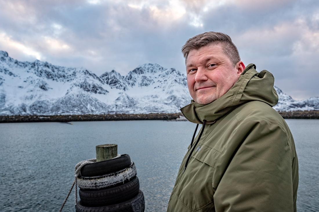Mats Martinsen er eier av Loppa legeskyssbåter, og også ansatt som skipper på ambulansebåten. Han er glad de vant anbudet, og kunne signere kontrakten i juli 2019 etter mye frem og tilbake.