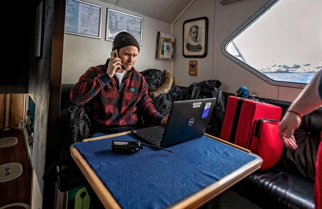 Lege Ville Lande Borring konfererer med Hammerfest angående en pasient.