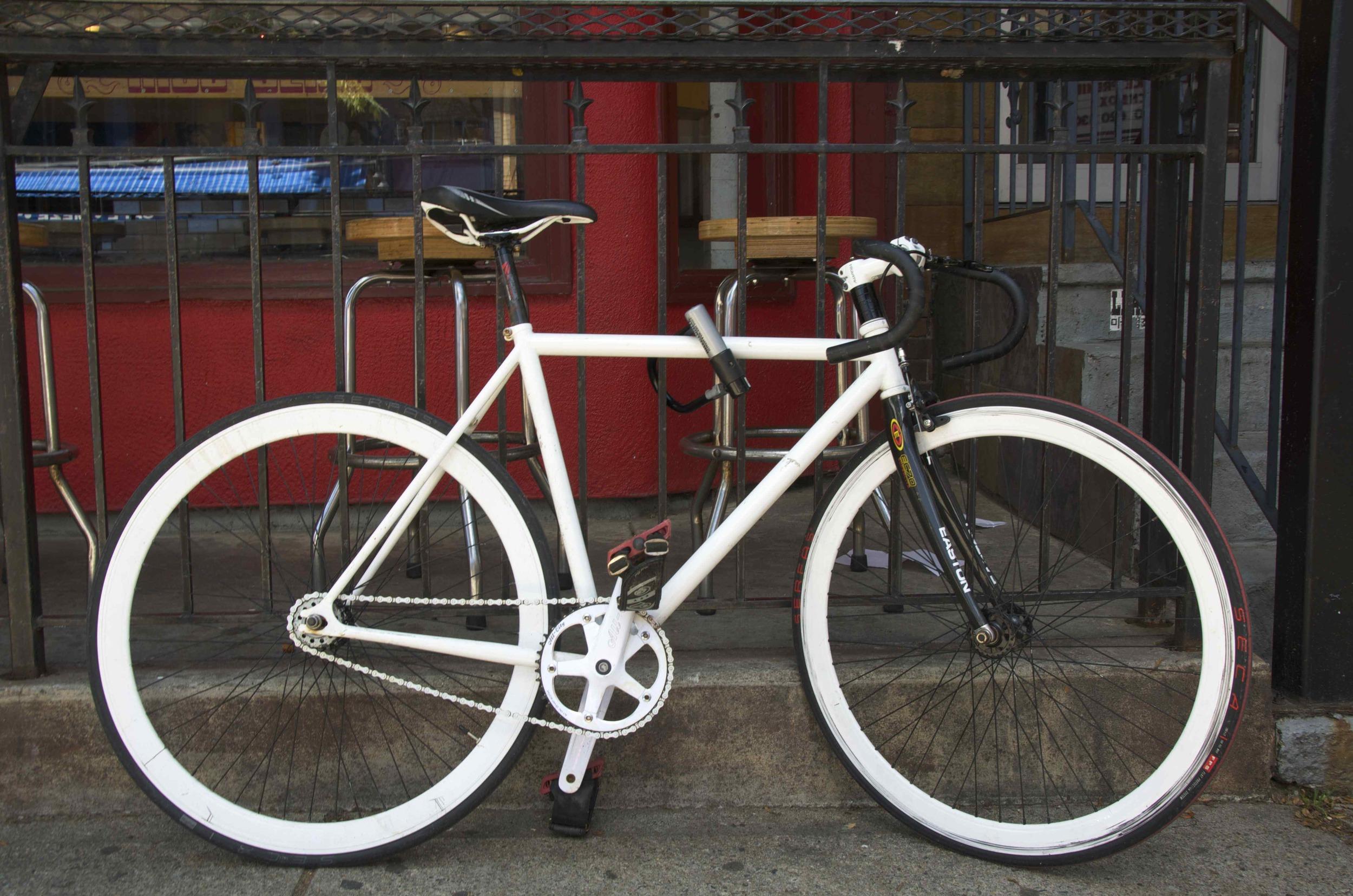 _DSC6784 white bike@.jpg