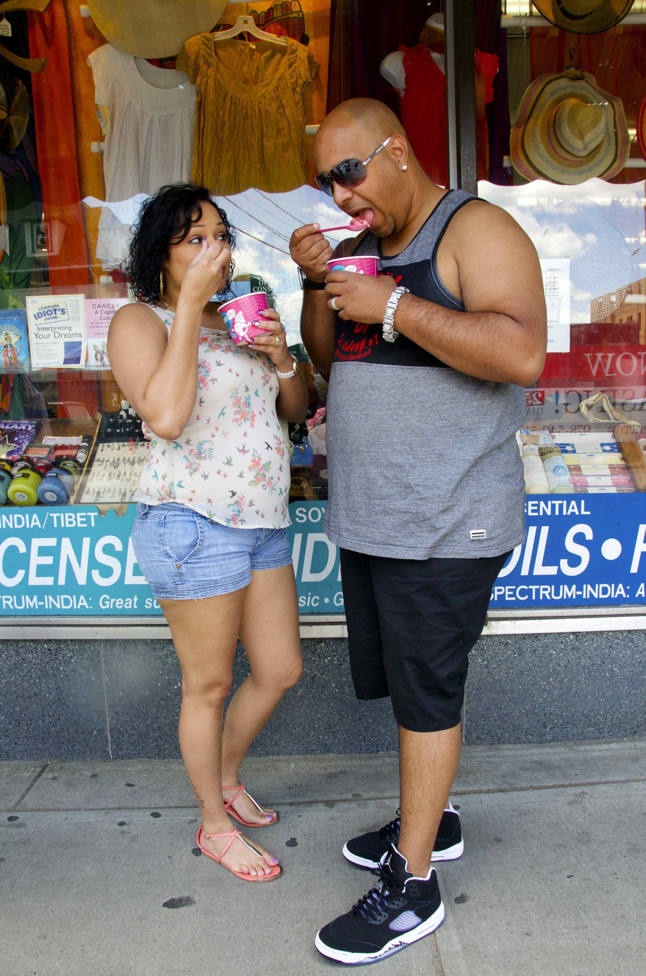 _DSC6982 couple eating ice cream@.jpg