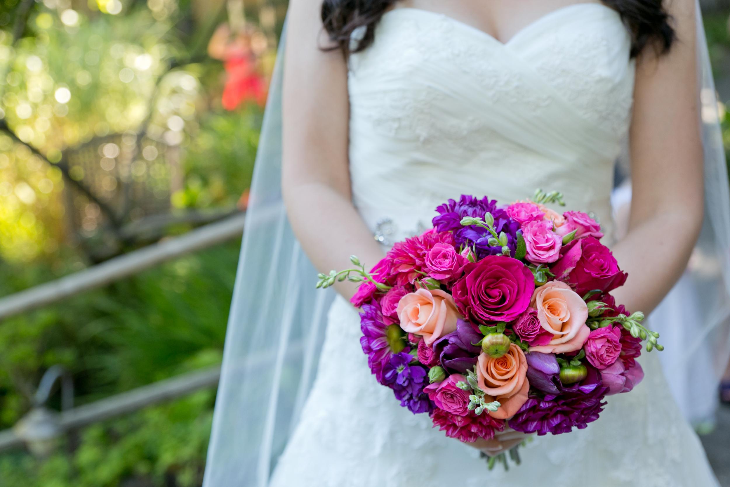 bride holding bouquet sebastopol wedding