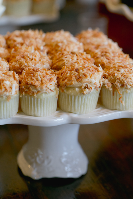 AUBERGE_DU_SOLEIL_RUTHERFORD_GAY_WEDDING_MARIA_VILLANO_SIFT_CUPCAKES