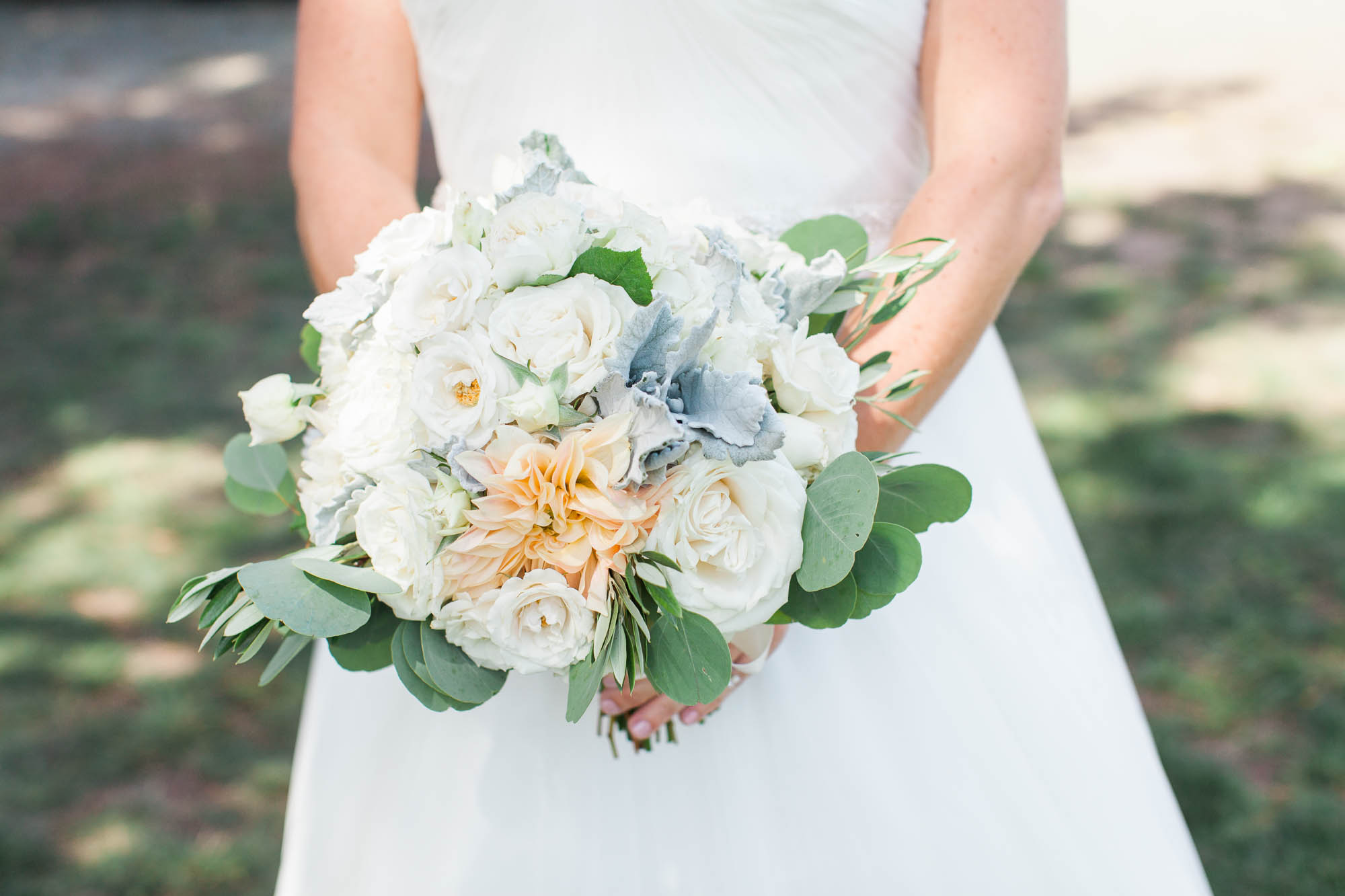 EV FLORAL DESIGN WEDDING BOUQUET MARIA VILLANO PHOTOGRAPHY