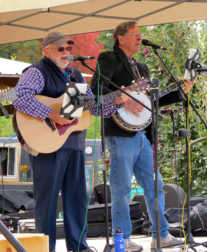 Snake Mountain Bluegrass performing during Ciderfest
