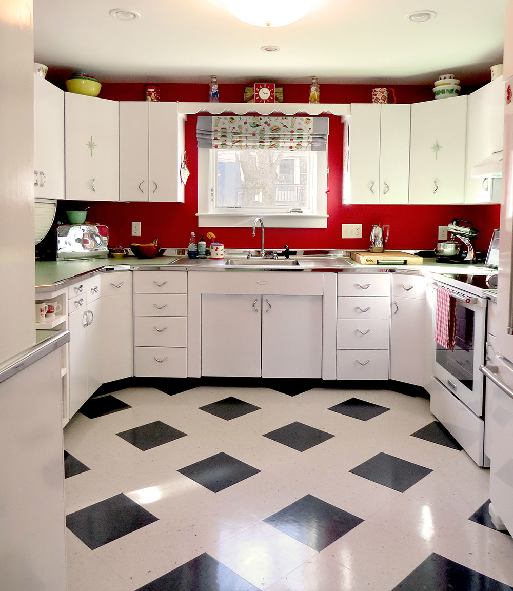 The final view of our 1950s inspired, retro kitchen.