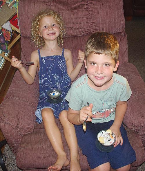 Julia and Caleb enjoying their sundaes