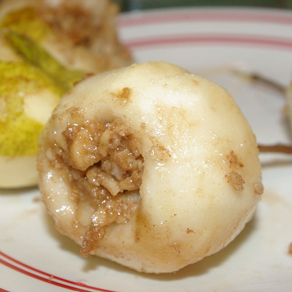 Pear filled with macadamia nuts, sugar and butter
