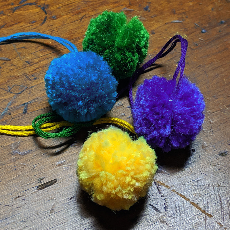My finished pompoms for the necklace
