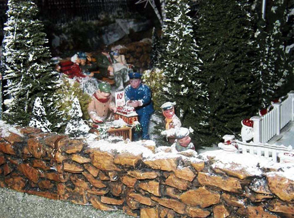 christmas__0000_Christmas-Diorama-6.jpg