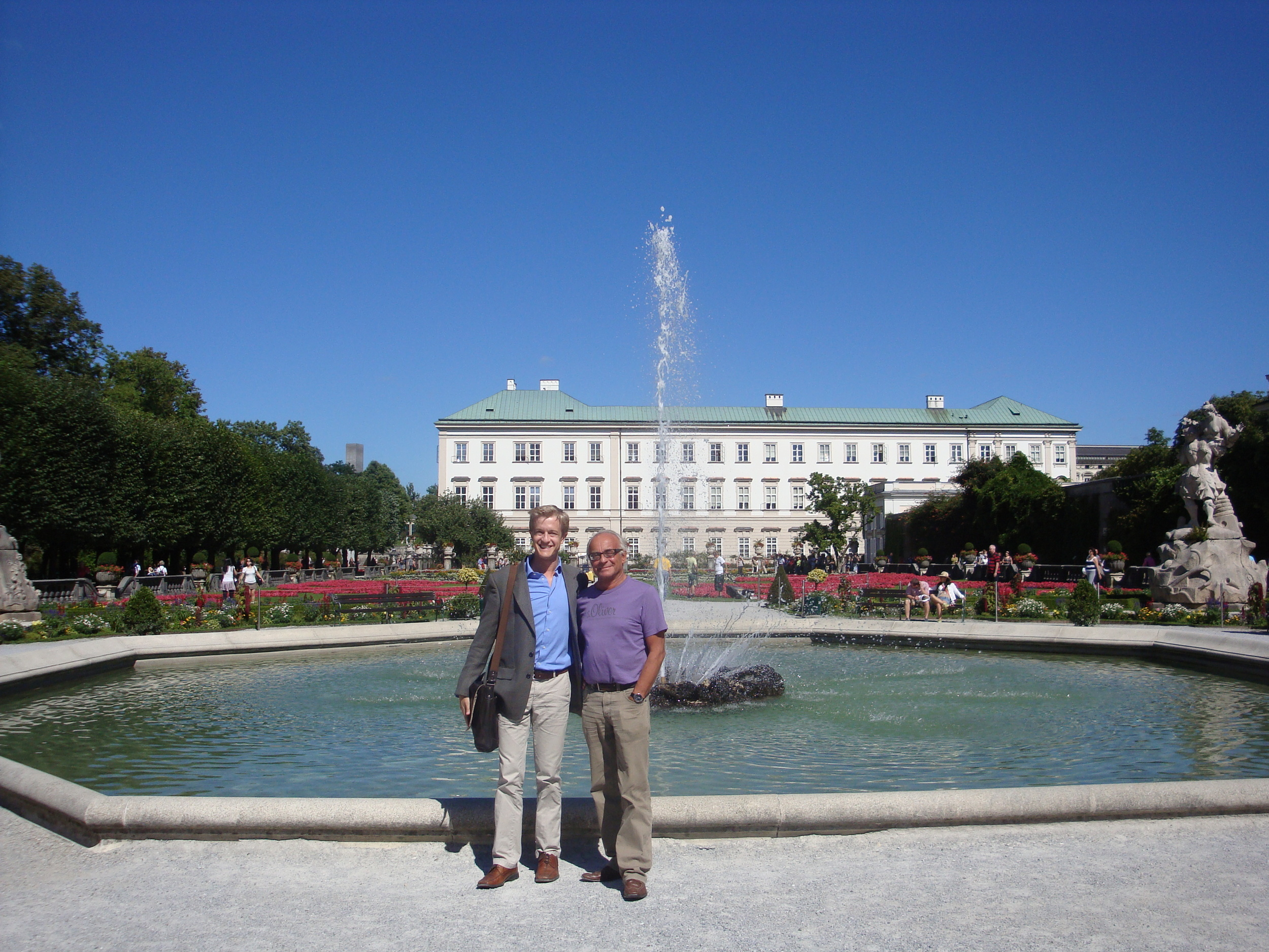 With the great composer, conductor, organist andprofessor at the Mozarteum Günther Firlinger in the Mirabell Gardens, Salzburg.