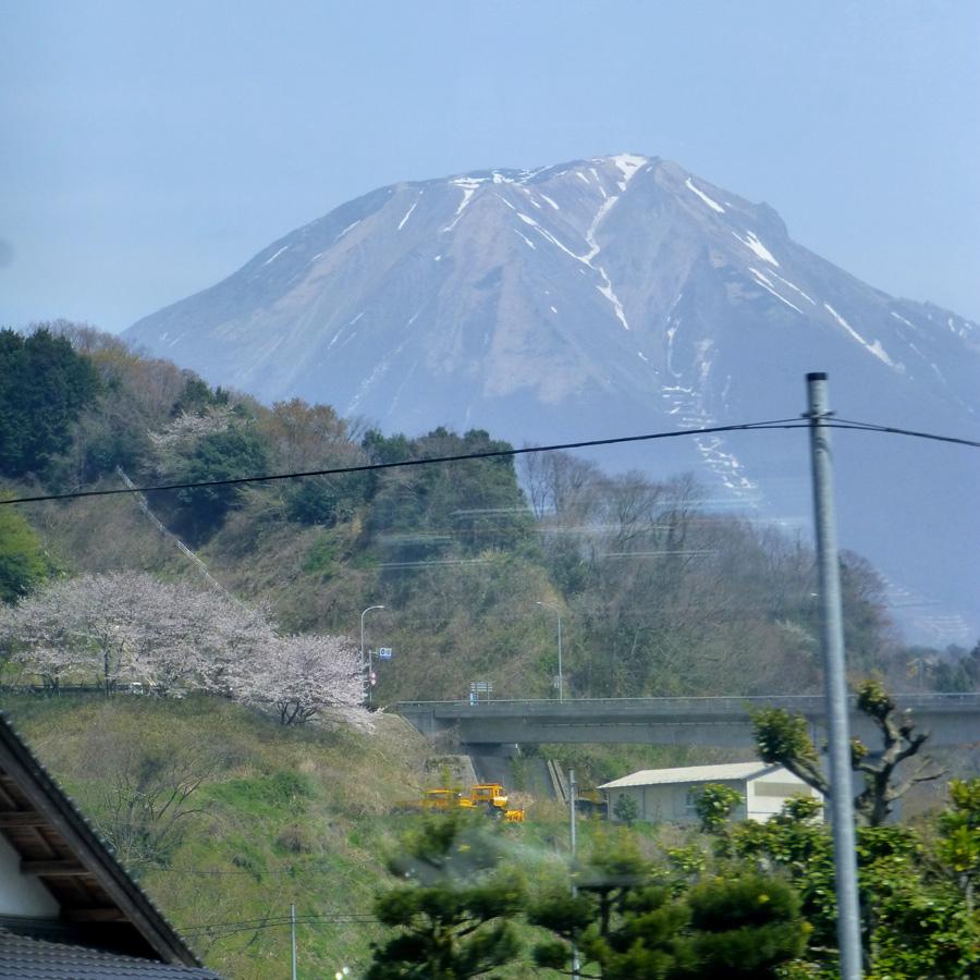 Train-Tsuyama-Shinji-7r.jpg