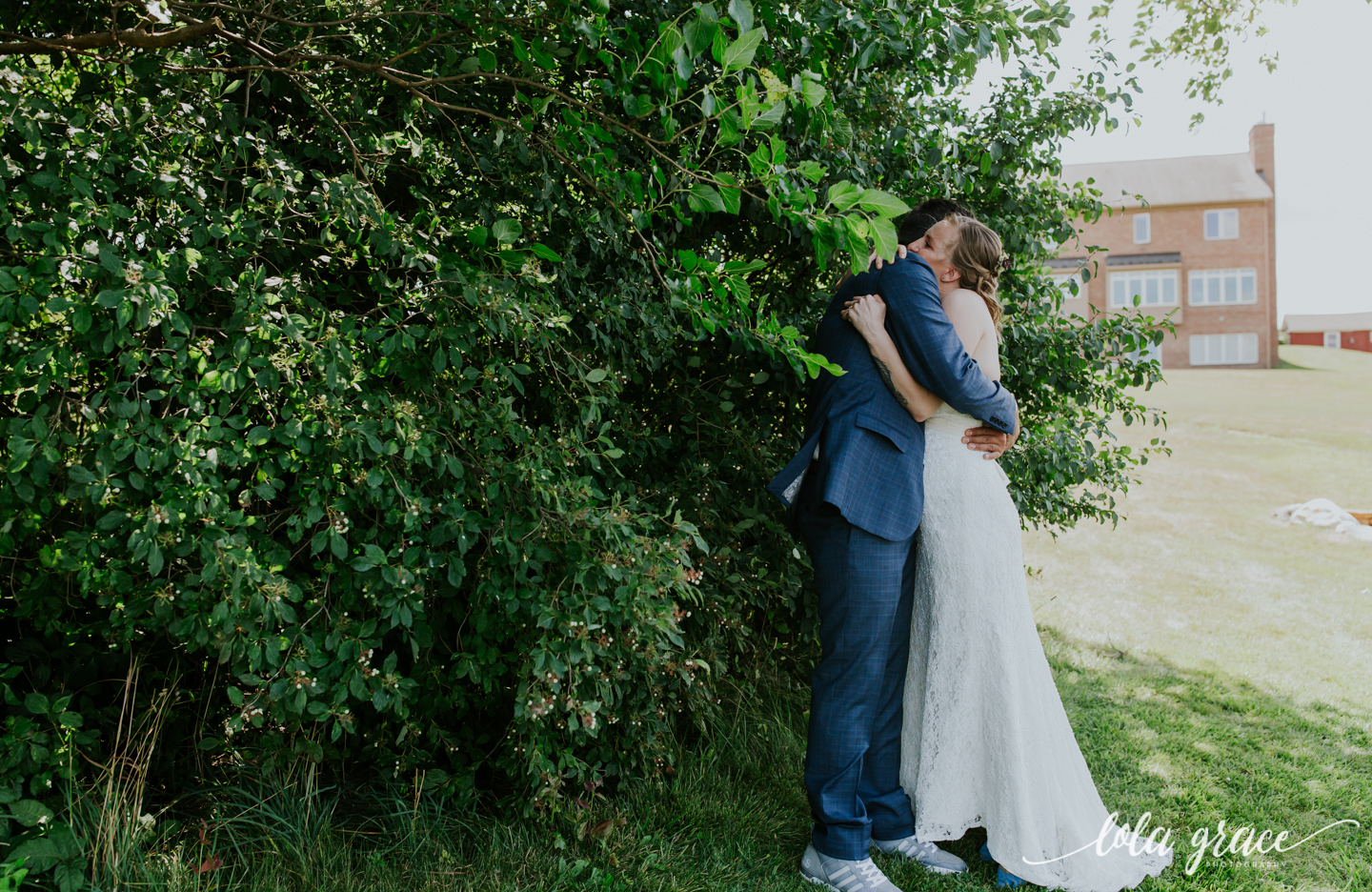 summer-wedding-at-misty-farms-ann-arbor-13.jpg