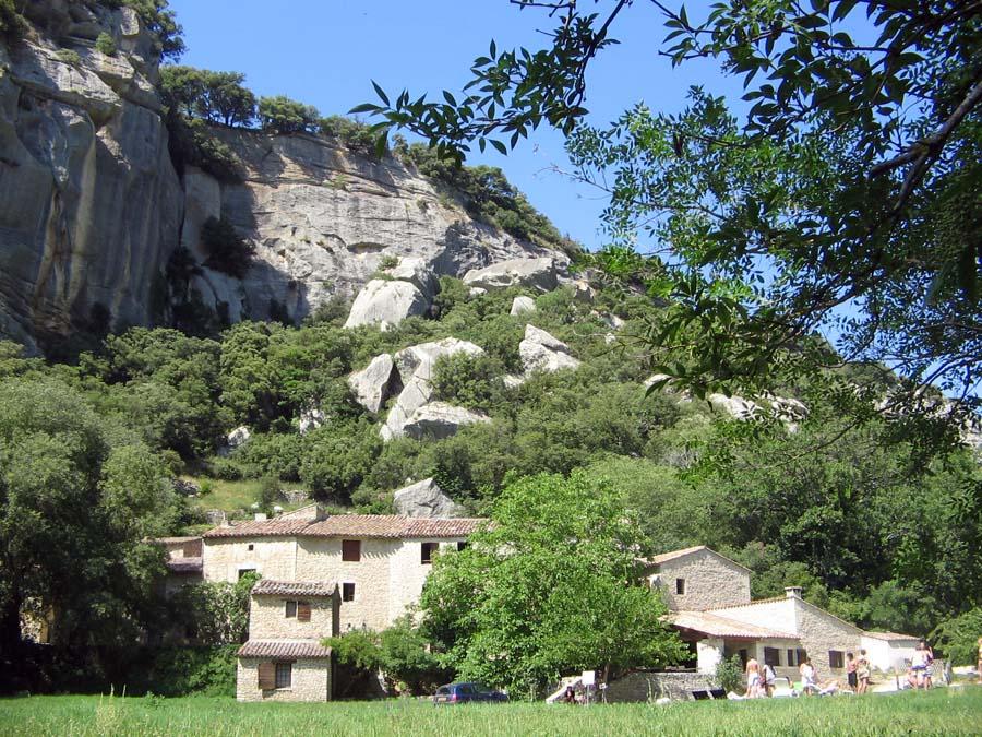 Tour-France-auberge-cliffs.jpg