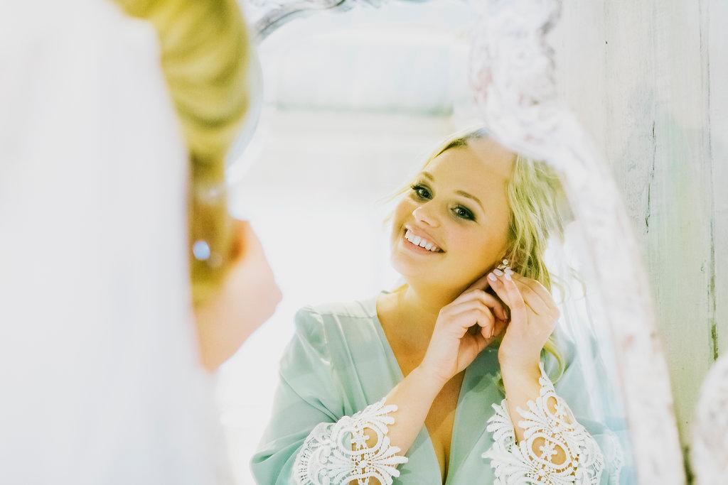 nride getting ready at haiku mill maui destination wedding