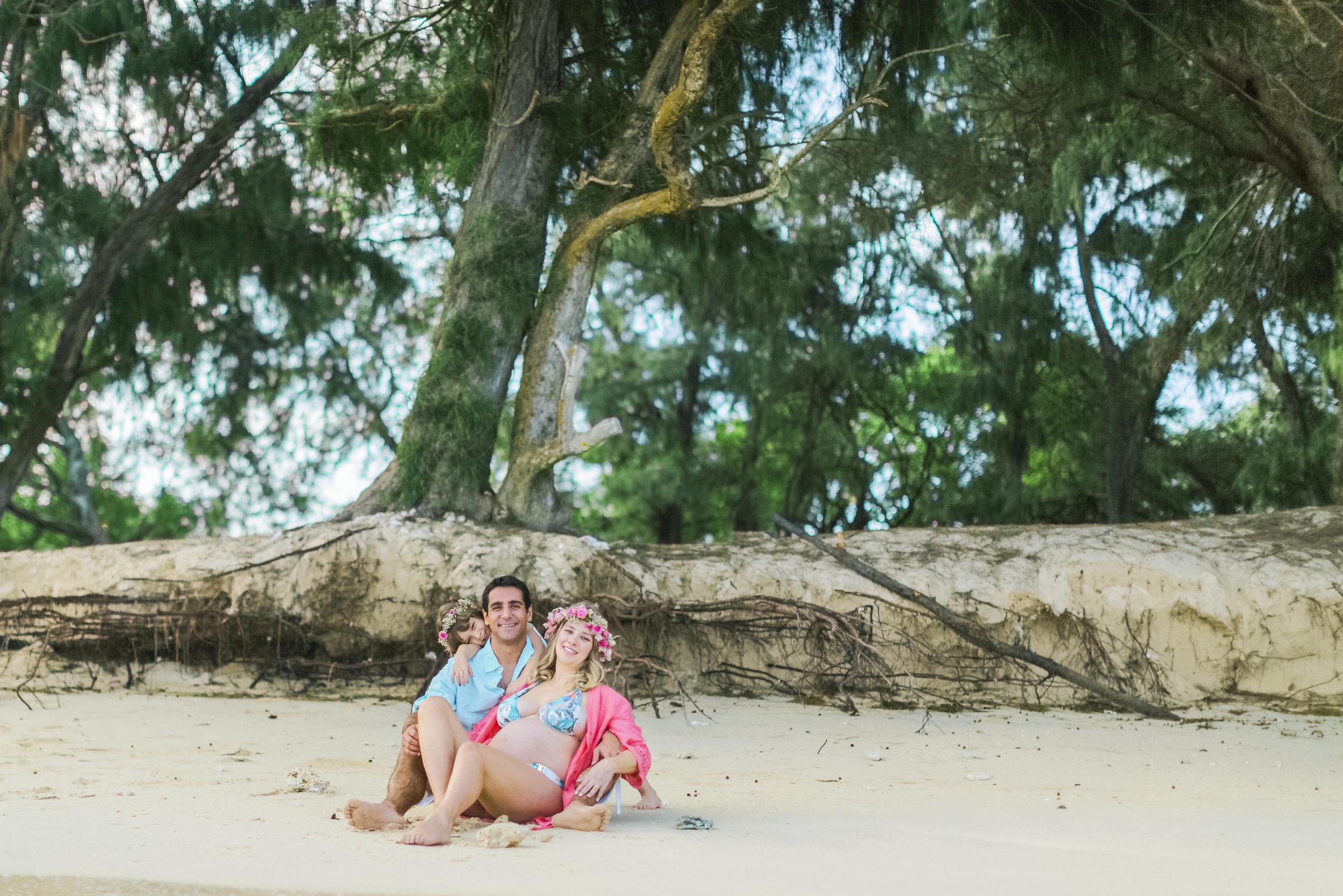 angie-diaz-photography-maui-family-maternity-kanaha-beach-06.jpeg