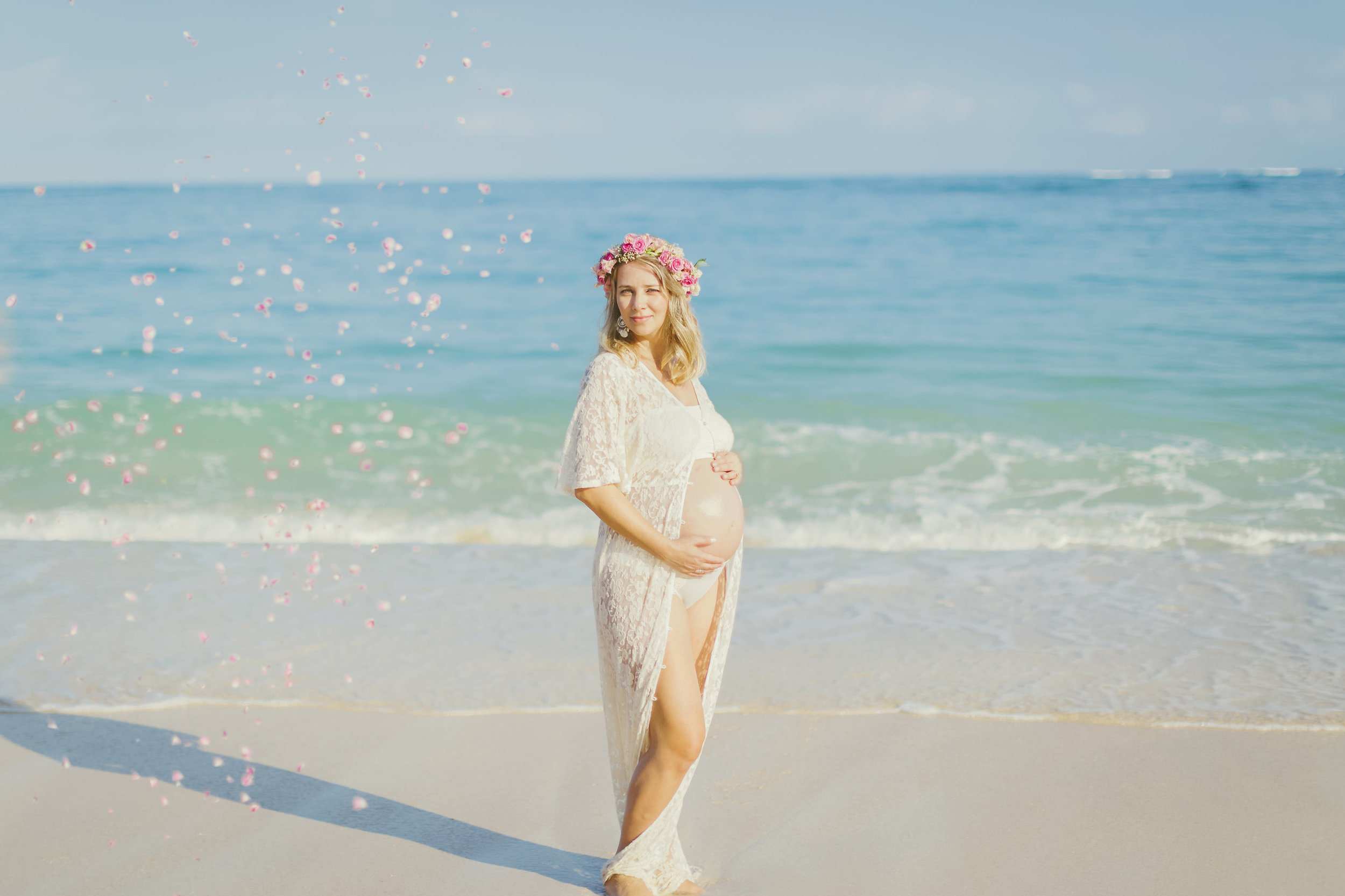 angie-diaz-photography-maui-family-maternity-kanaha-beach-13.jpeg