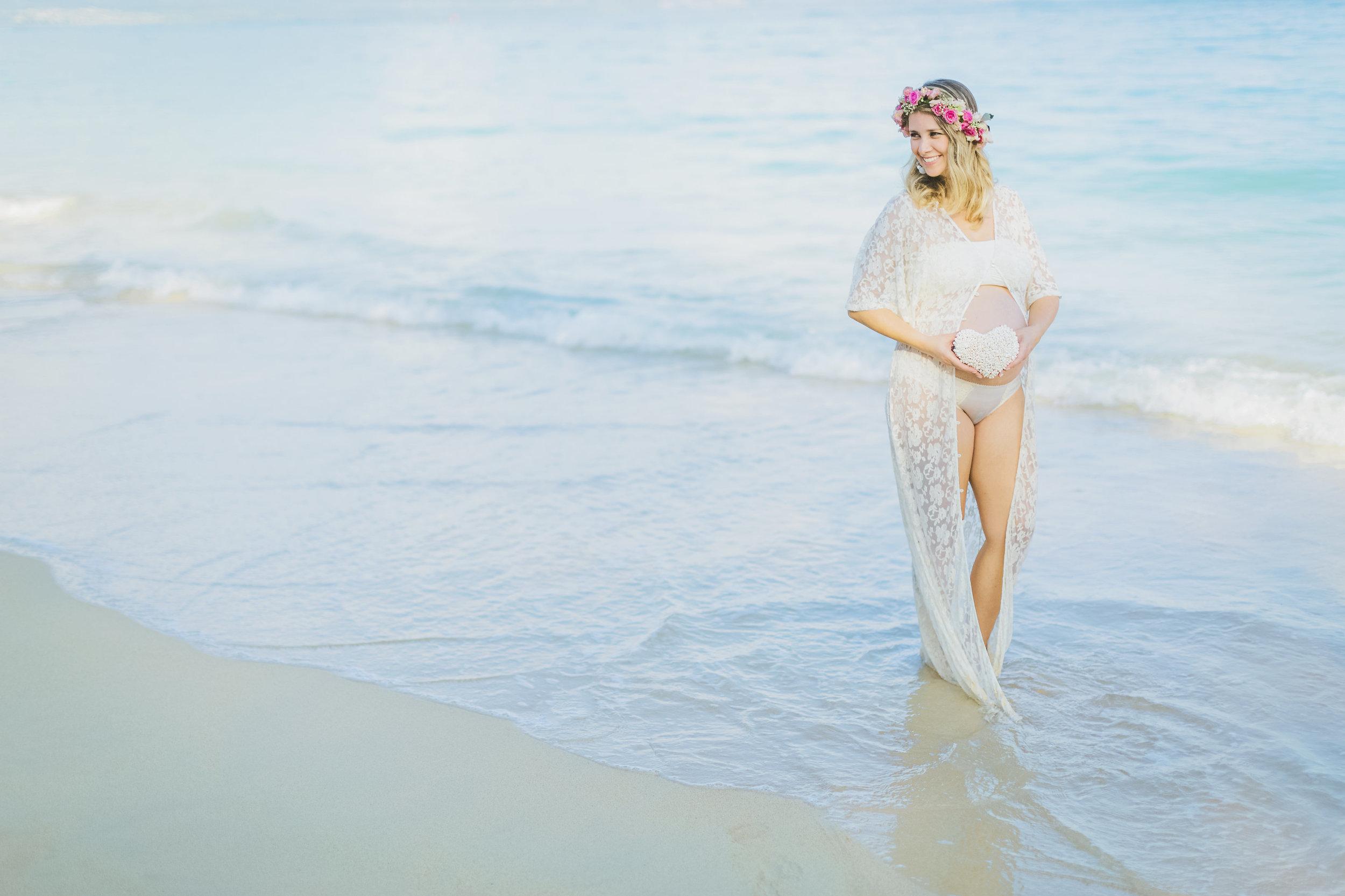 angie-diaz-photography-maui-family-maternity-kanaha-beach-16.jpg