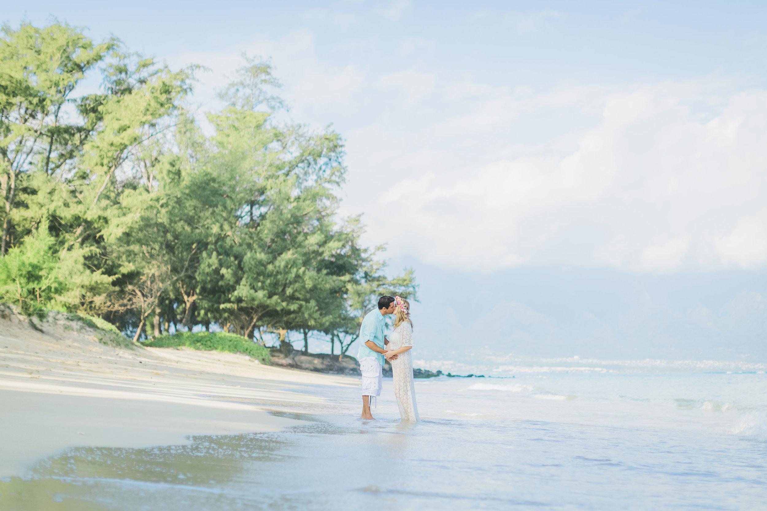 angie-diaz-photography-maui-family-maternity-kanaha-beach-17.jpg