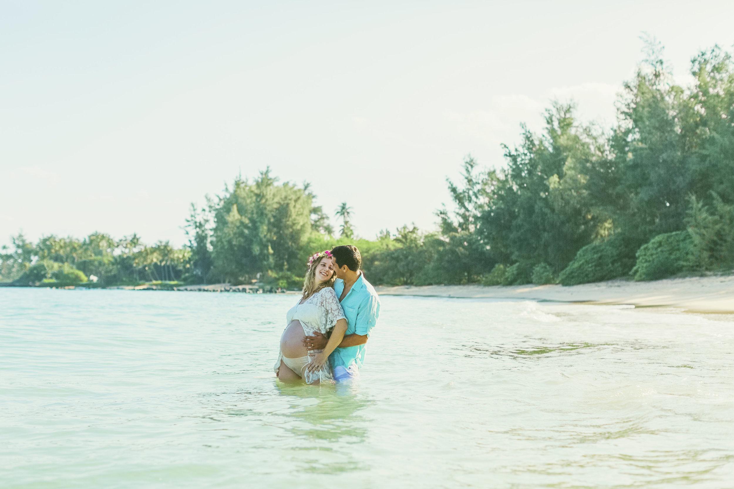 angie-diaz-photography-maui-family-maternity-kanaha-beach-19.jpg