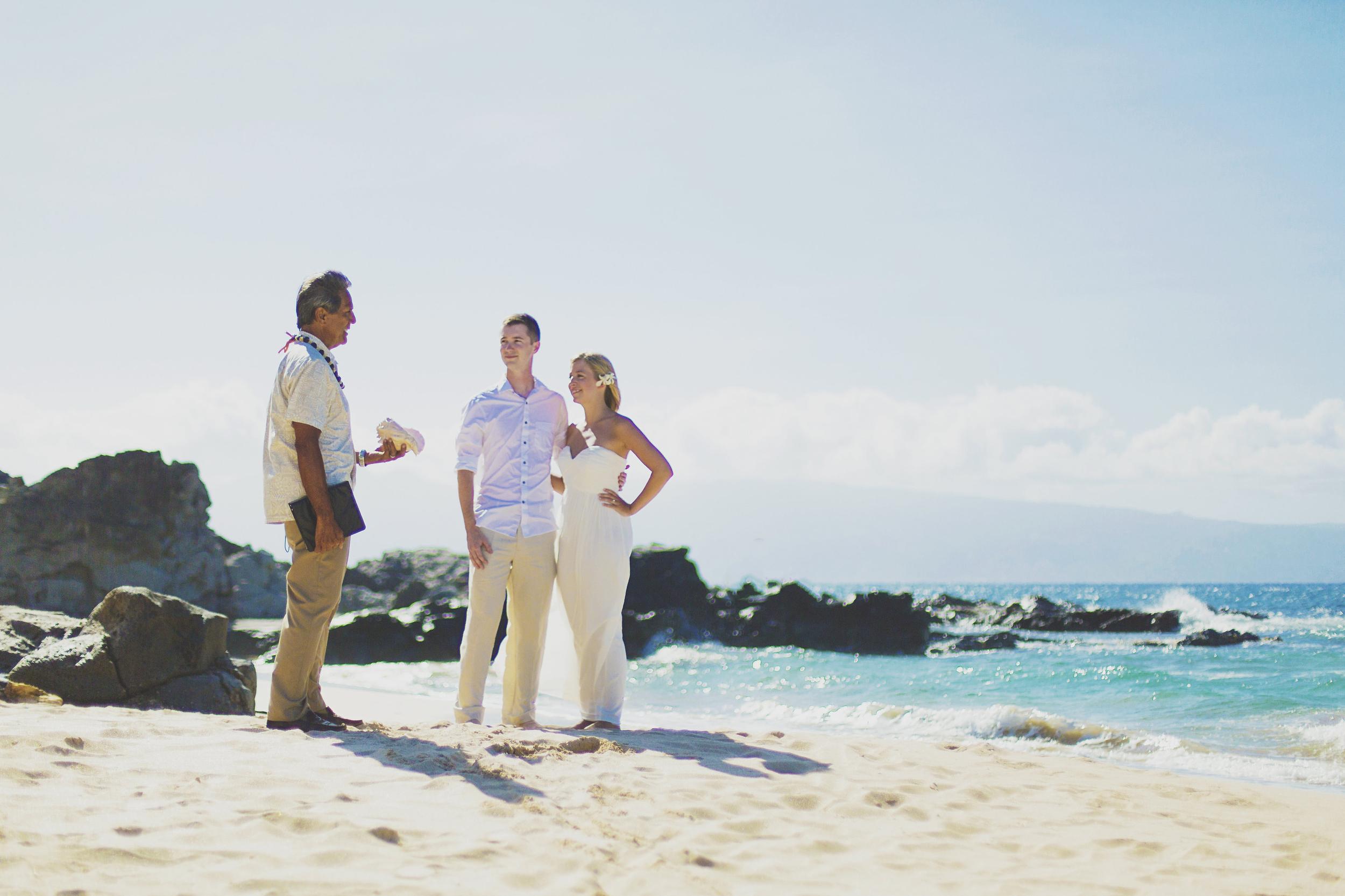 angie-diaz-photography-maui-honeymoon-hawaii-elopement-1.jpg