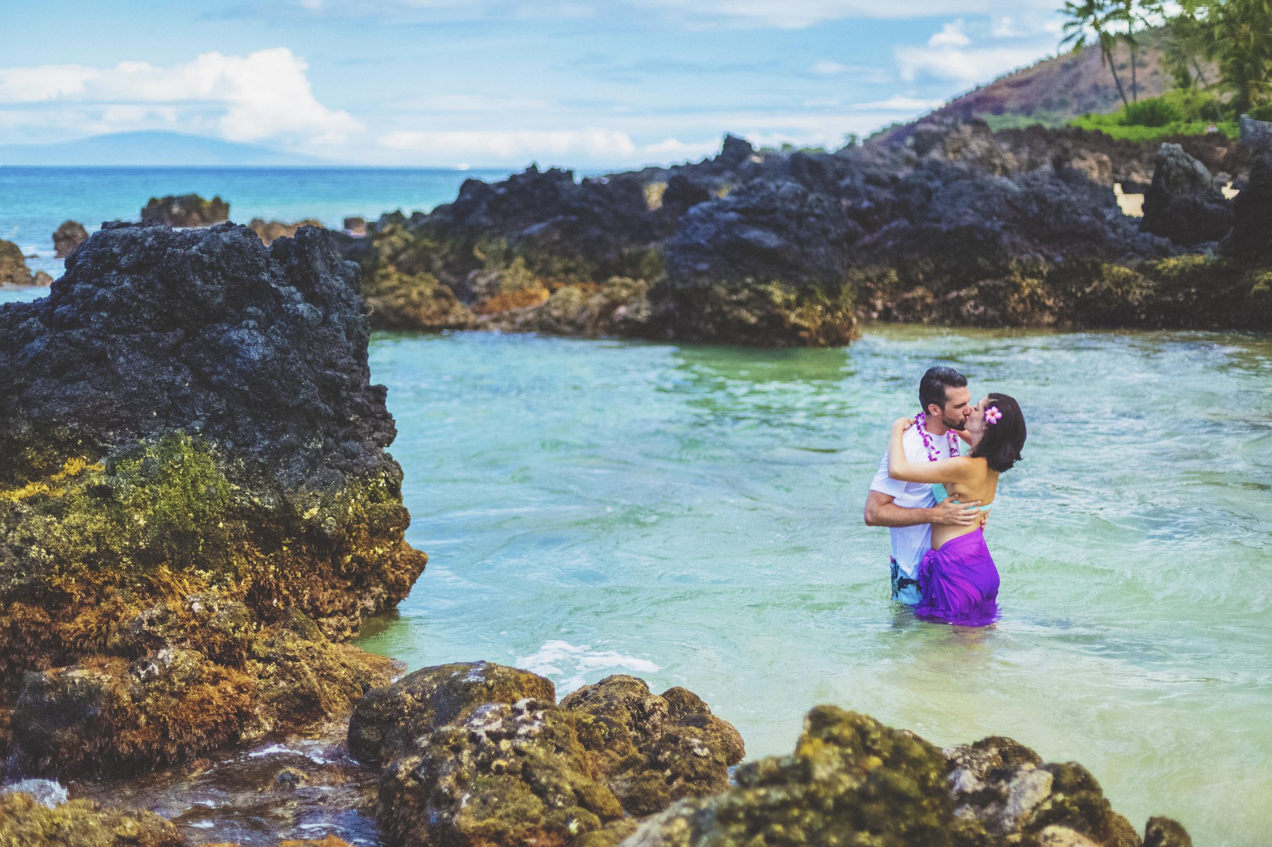 angie-diaz-photography-maui-beach-honeymoon-photographer-13.jpg