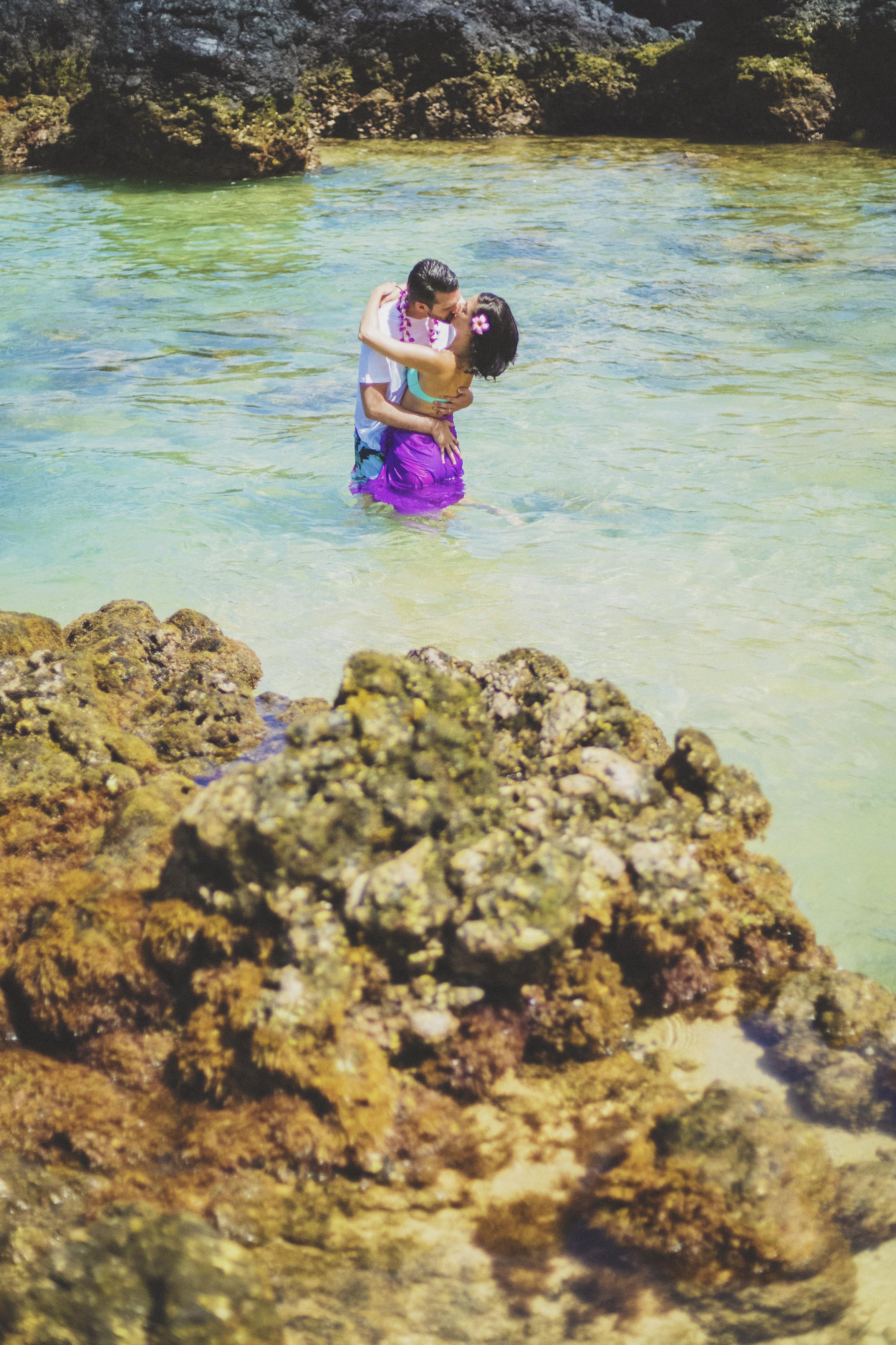 angie-diaz-photography-maui-beach-honeymoon-photographer-15.jpg