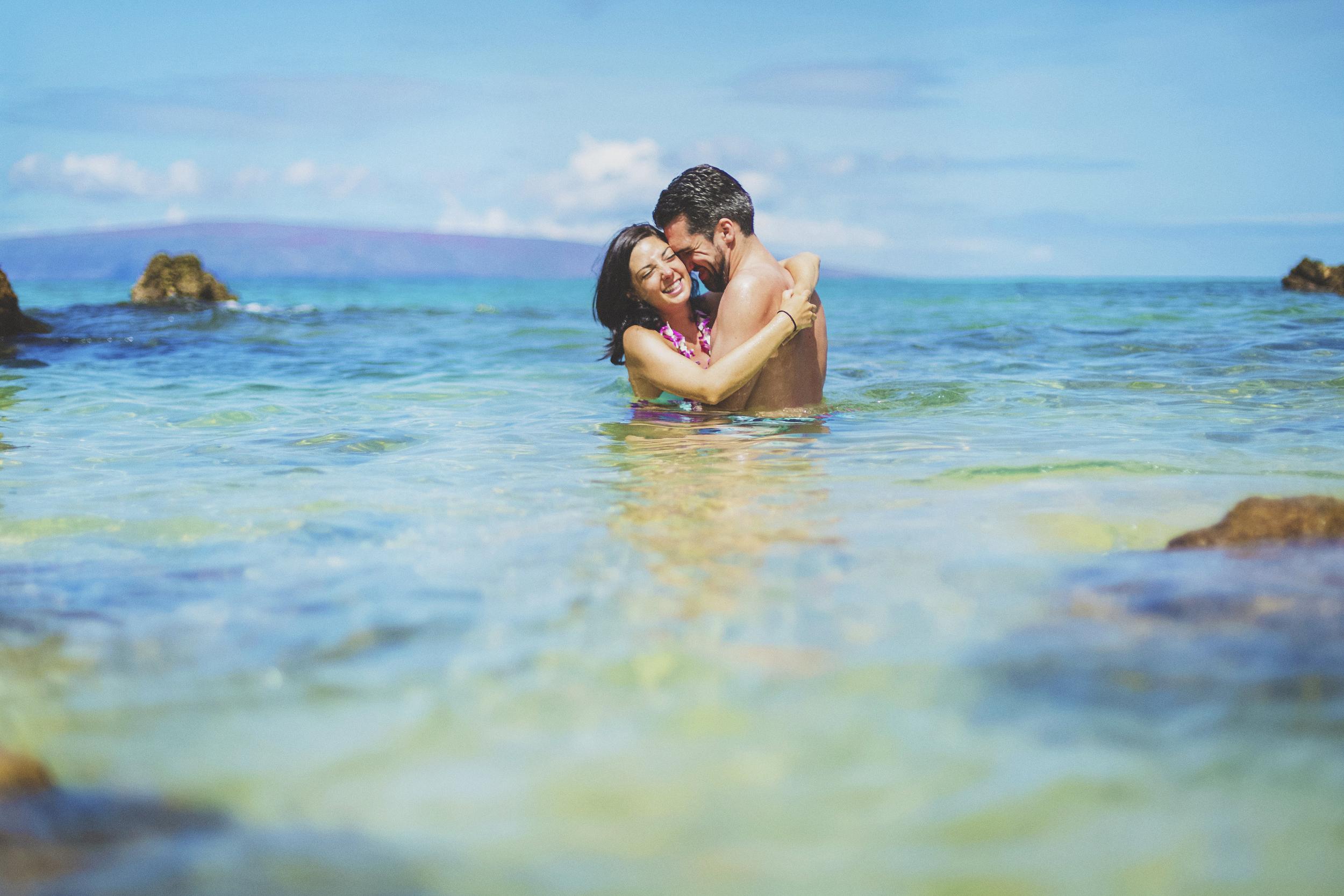 angie-diaz-photography-maui-beach-honeymoon-photographer-16.jpg