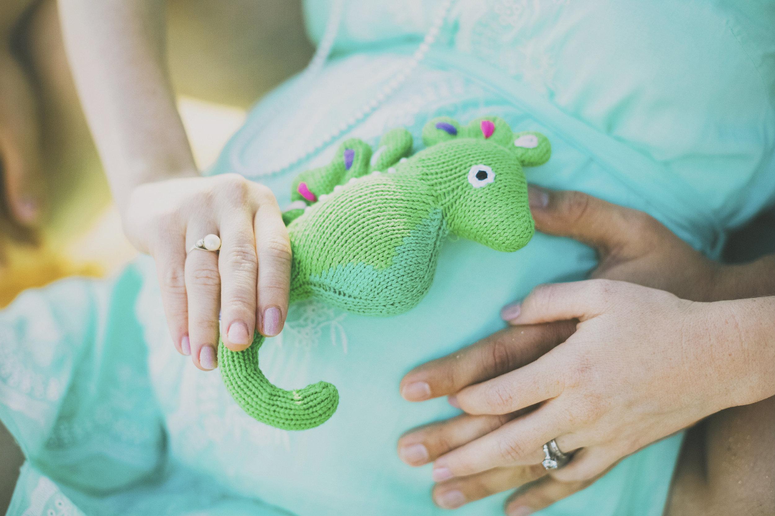 angie-diaz-photography-maui-maternity-jill-10.jpg