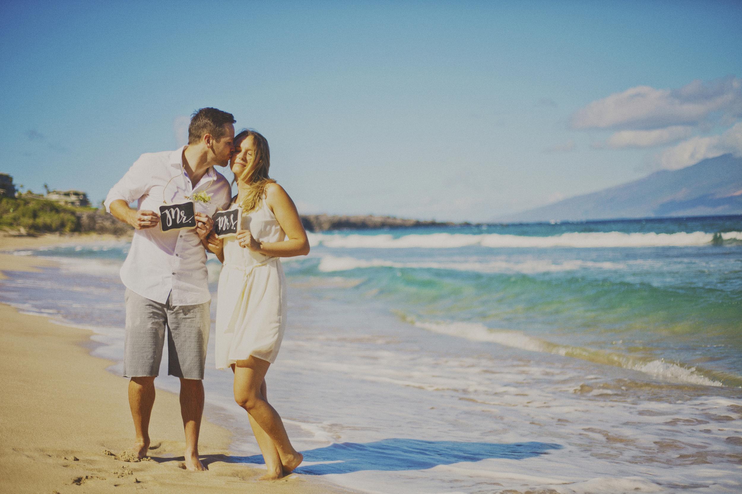 angie-diaz-photography-maui-elopement-oneloa-ironwoods-beach-1.jpg