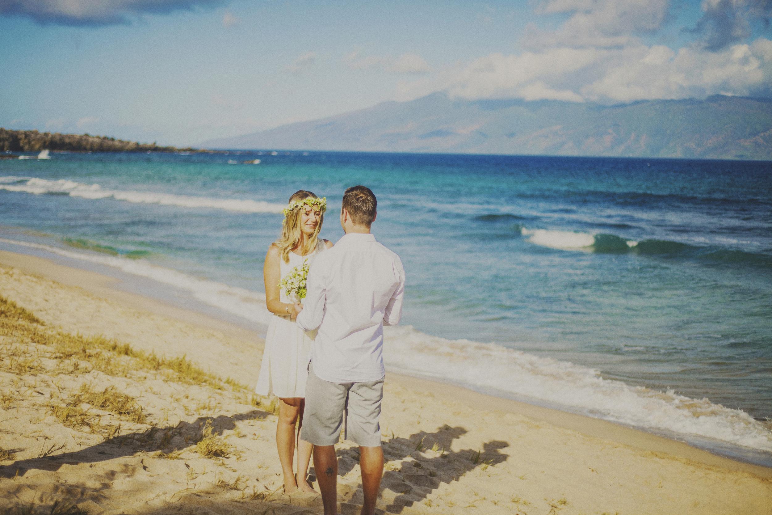angie-diaz-photography-maui-elopement-oneloa-ironwoods-beach-3.jpg