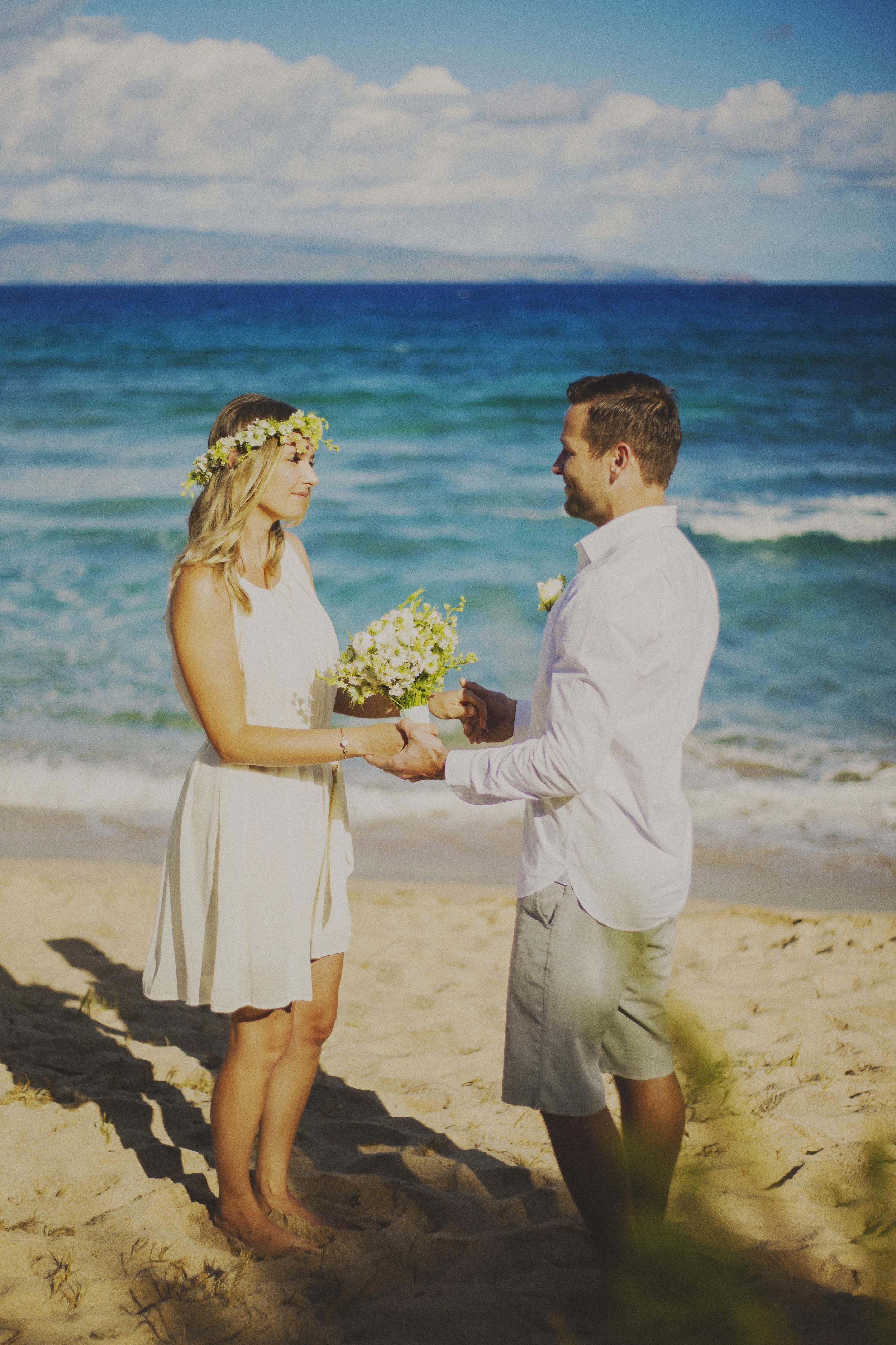angie-diaz-photography-maui-elopement-oneloa-ironwoods-beach-6.jpg