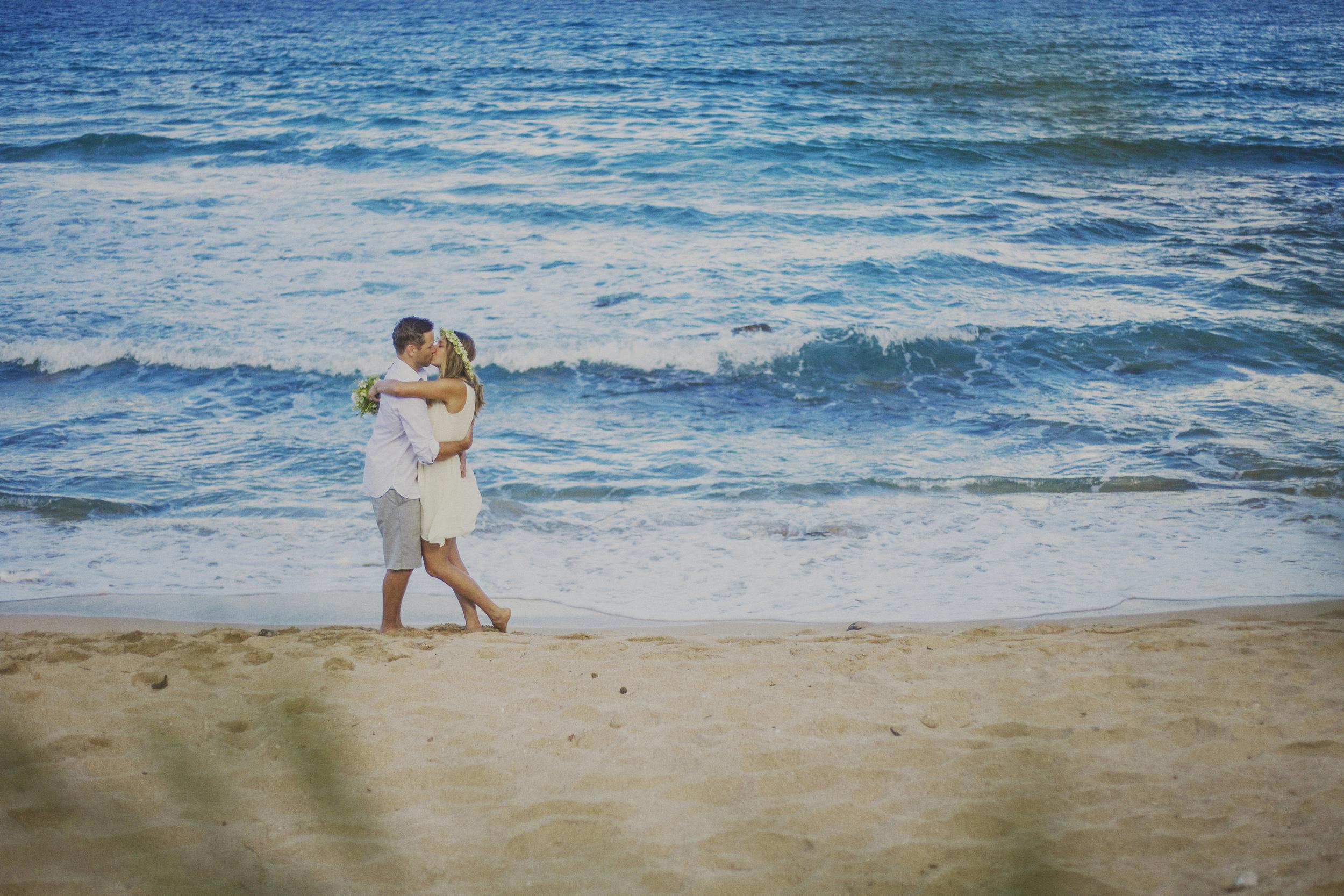 angie-diaz-photography-maui-elopement-oneloa-ironwoods-beach-10.jpg