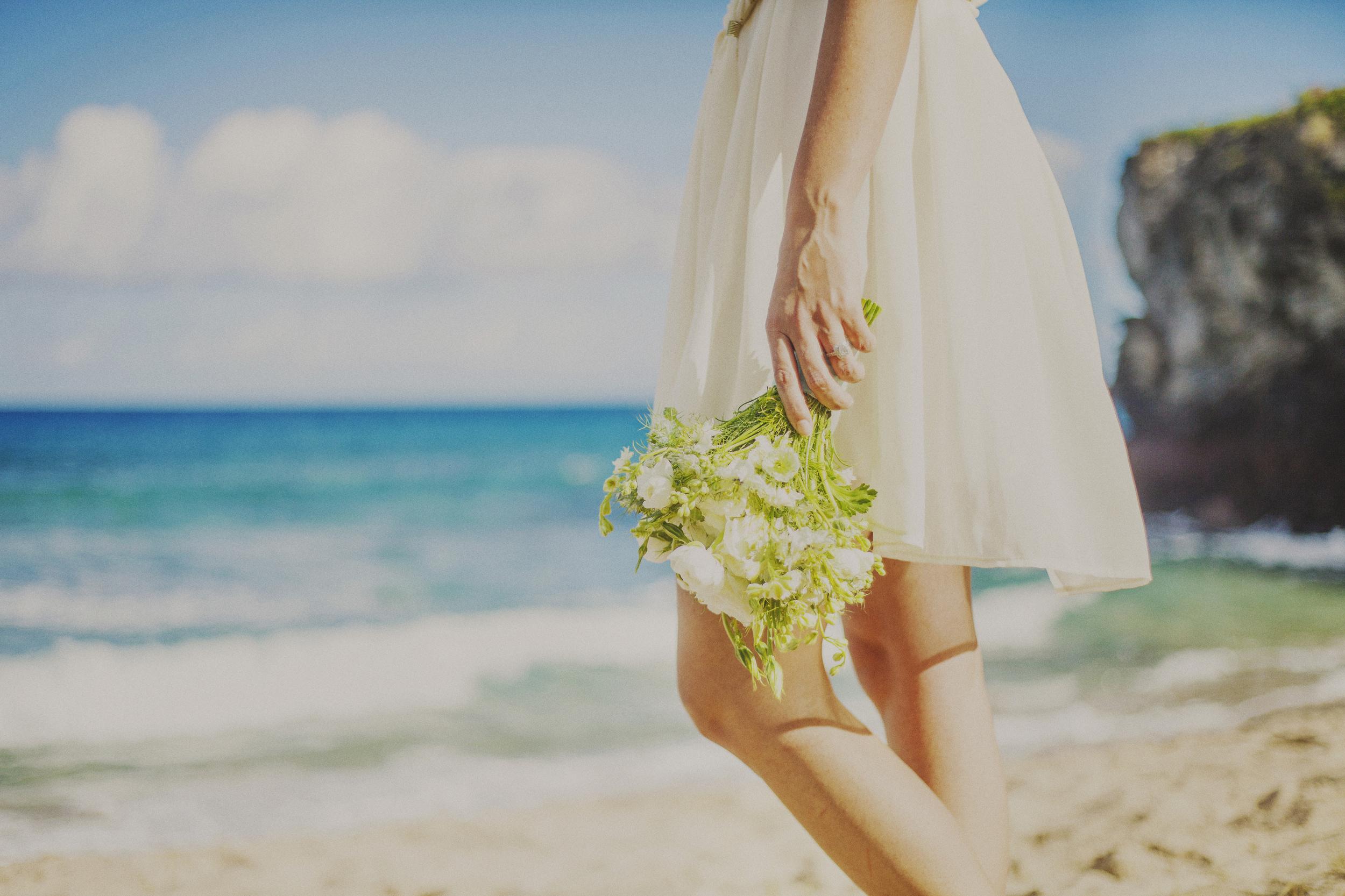 angie-diaz-photography-maui-elopement-oneloa-ironwoods-beach-27.jpg