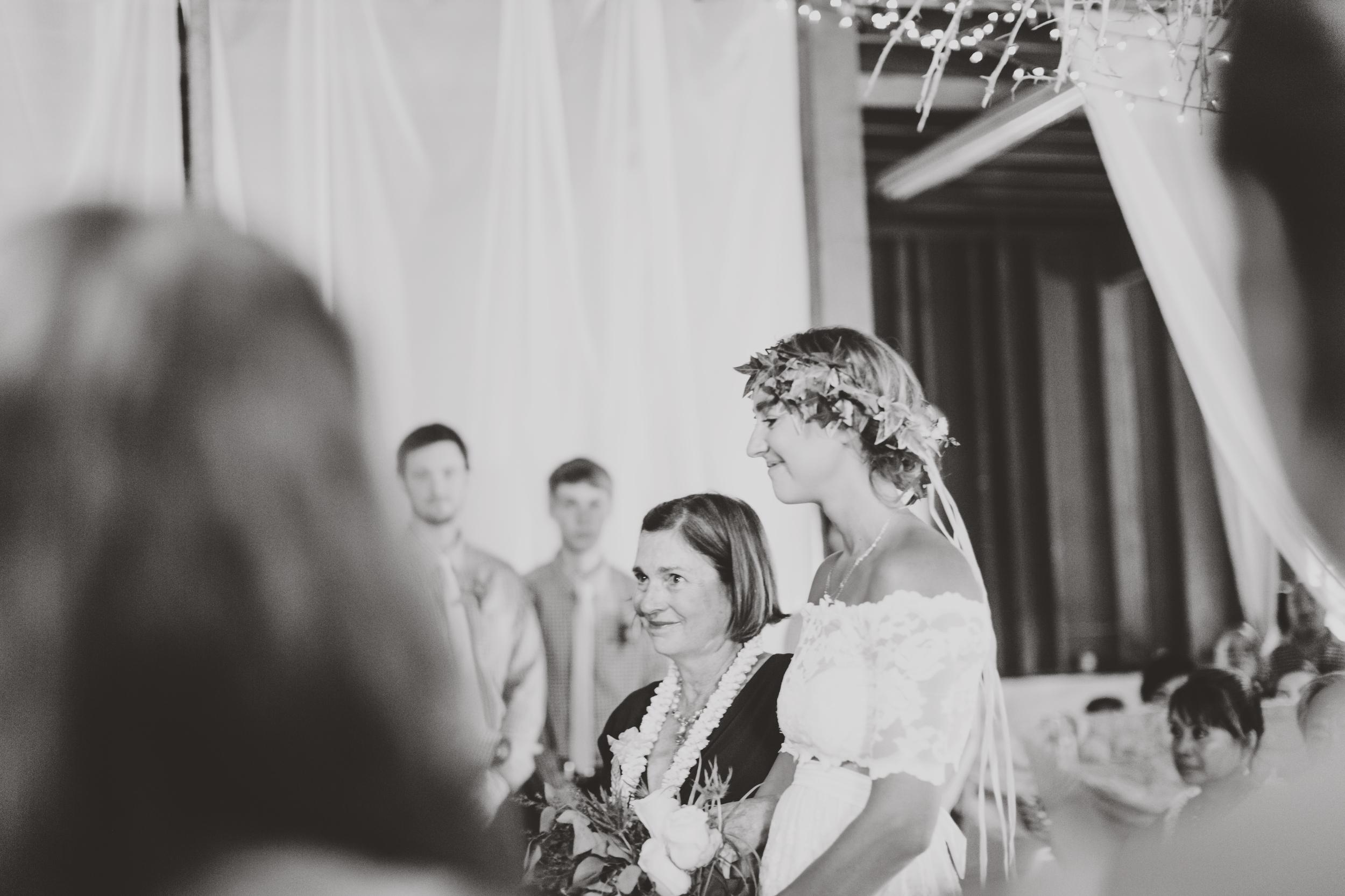 angie-diaz-photography-oahu-hawaii-wedding-tradewinds-ranch-53.jpg