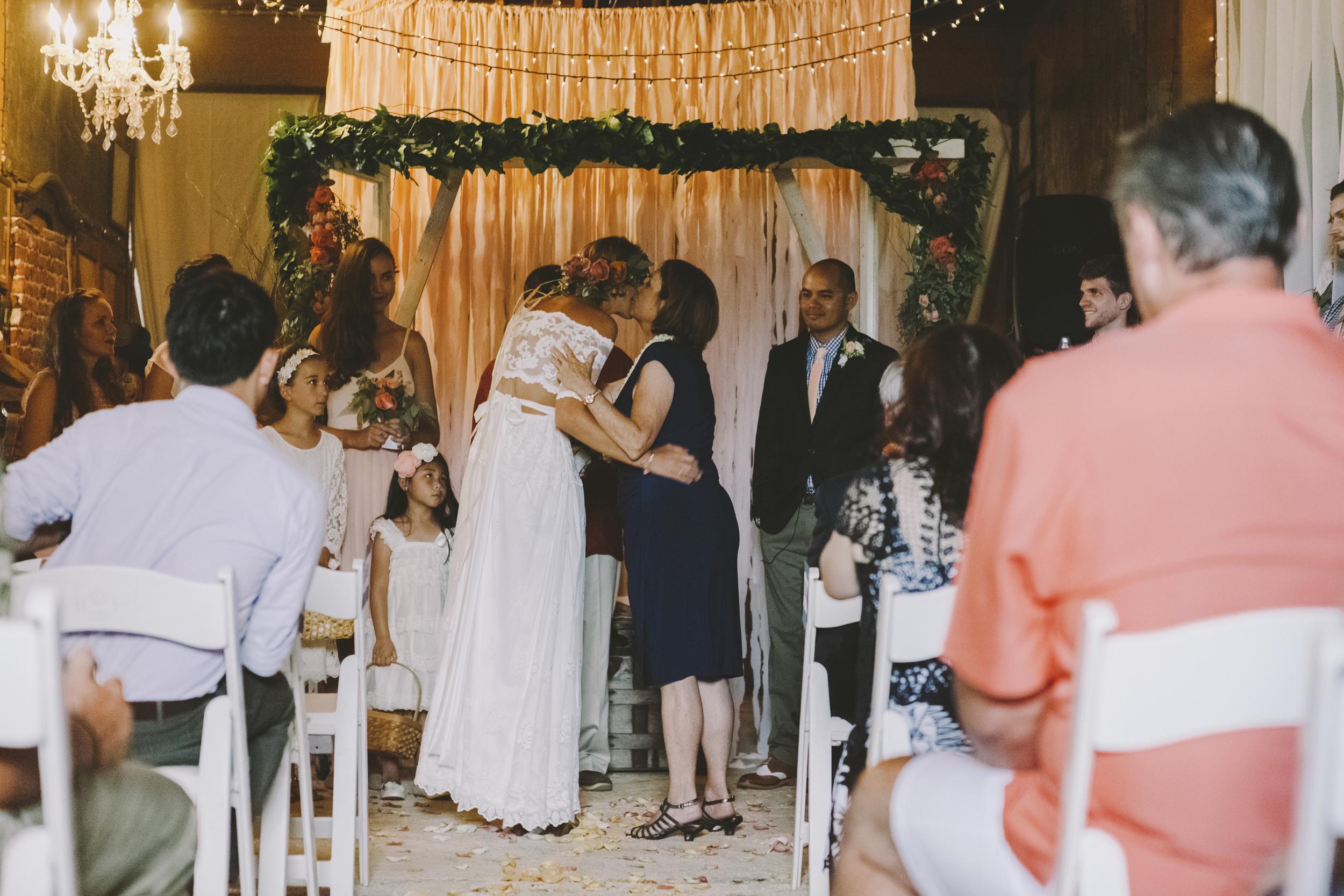 angie-diaz-photography-oahu-hawaii-wedding-tradewinds-ranch-54.jpg