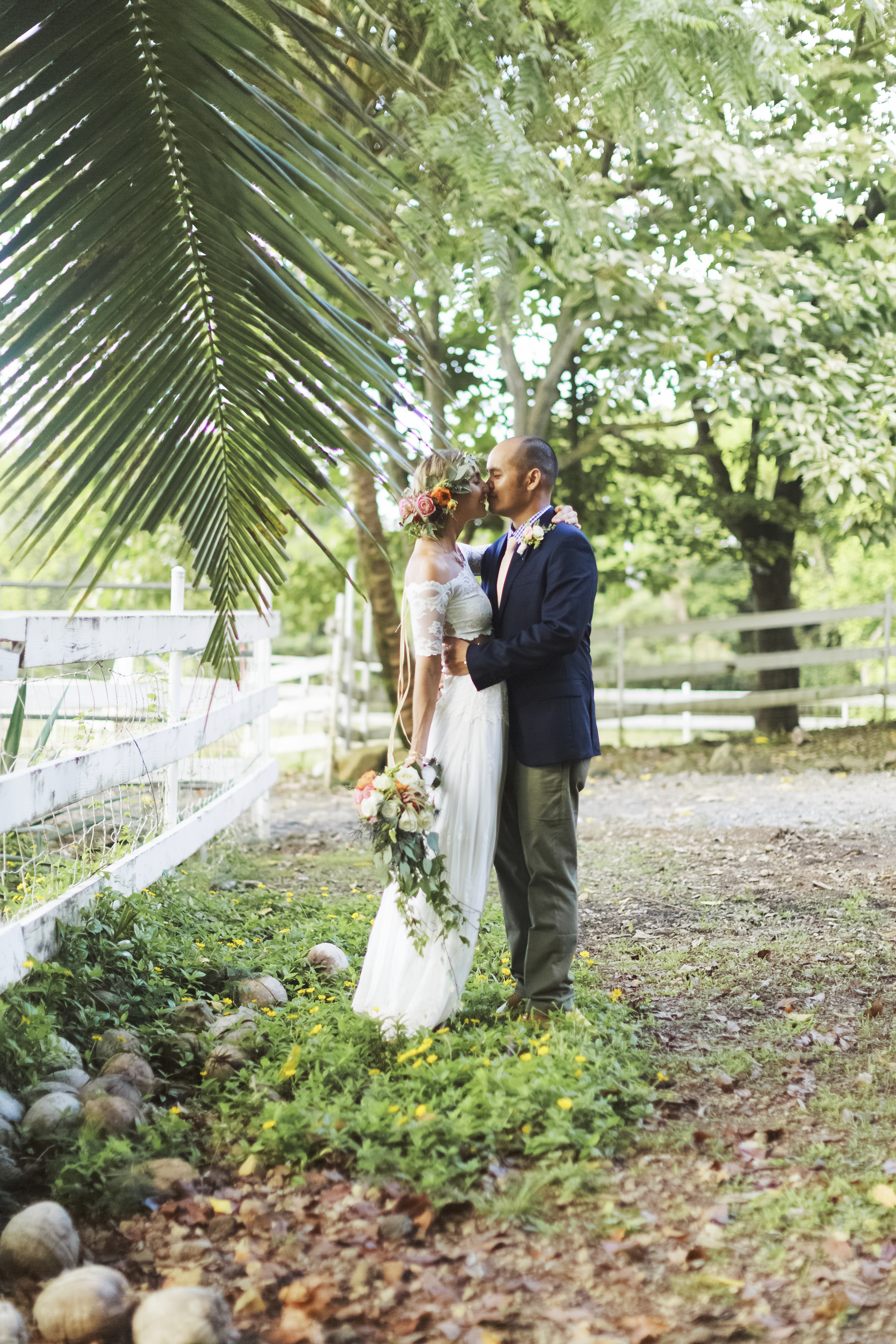 angie-diaz-photography-oahu-hawaii-wedding-tradewinds-ranch-79.jpg