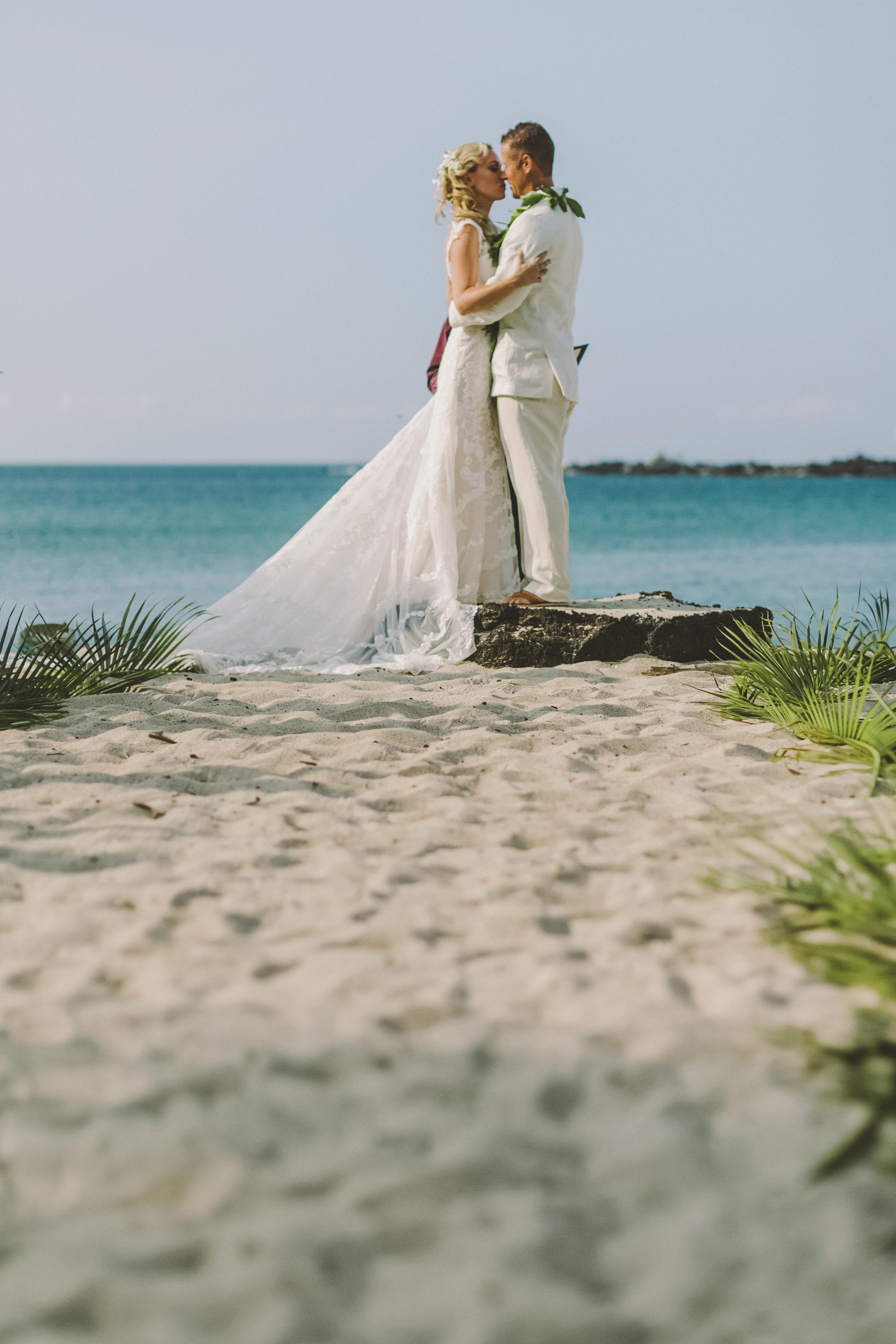 angie-diaz-photography-hawaii-wedding-photographer-kelli-jay-77.jpg