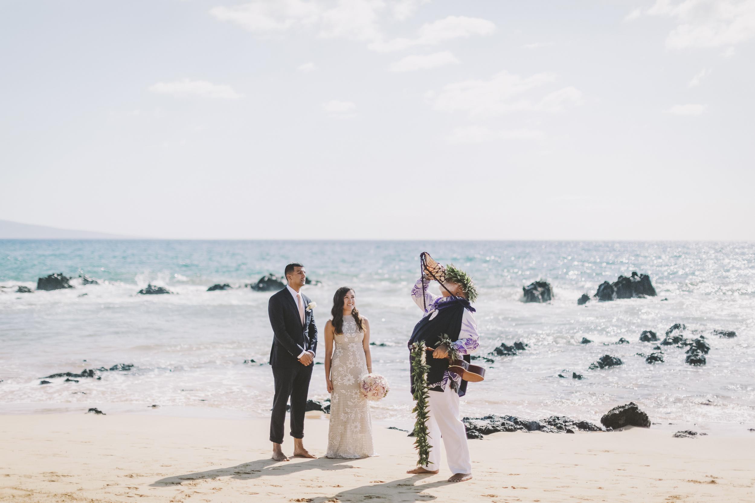 angie-diaz-photography-mokapu-beach-maui-elopement-21.jpg