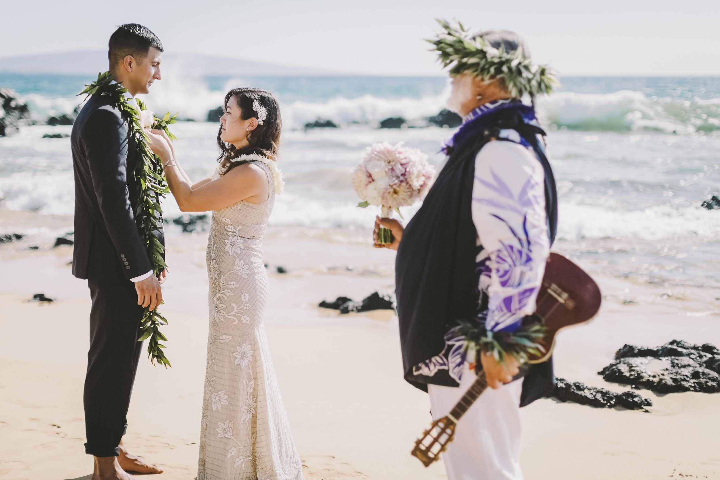 angie-diaz-photography-mokapu-beach-maui-elopement-26.jpg