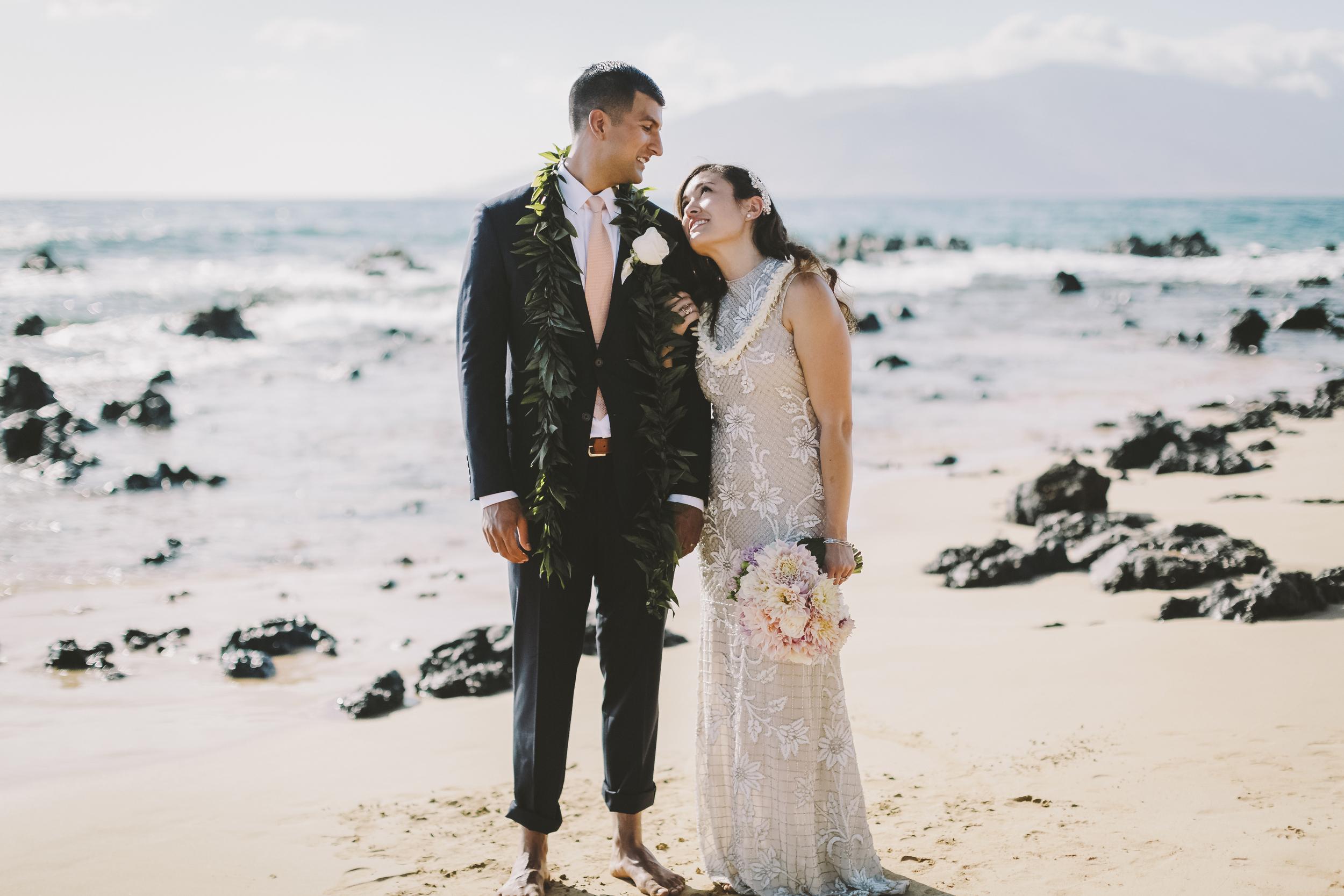 angie-diaz-photography-mokapu-beach-maui-elopement-29.jpg