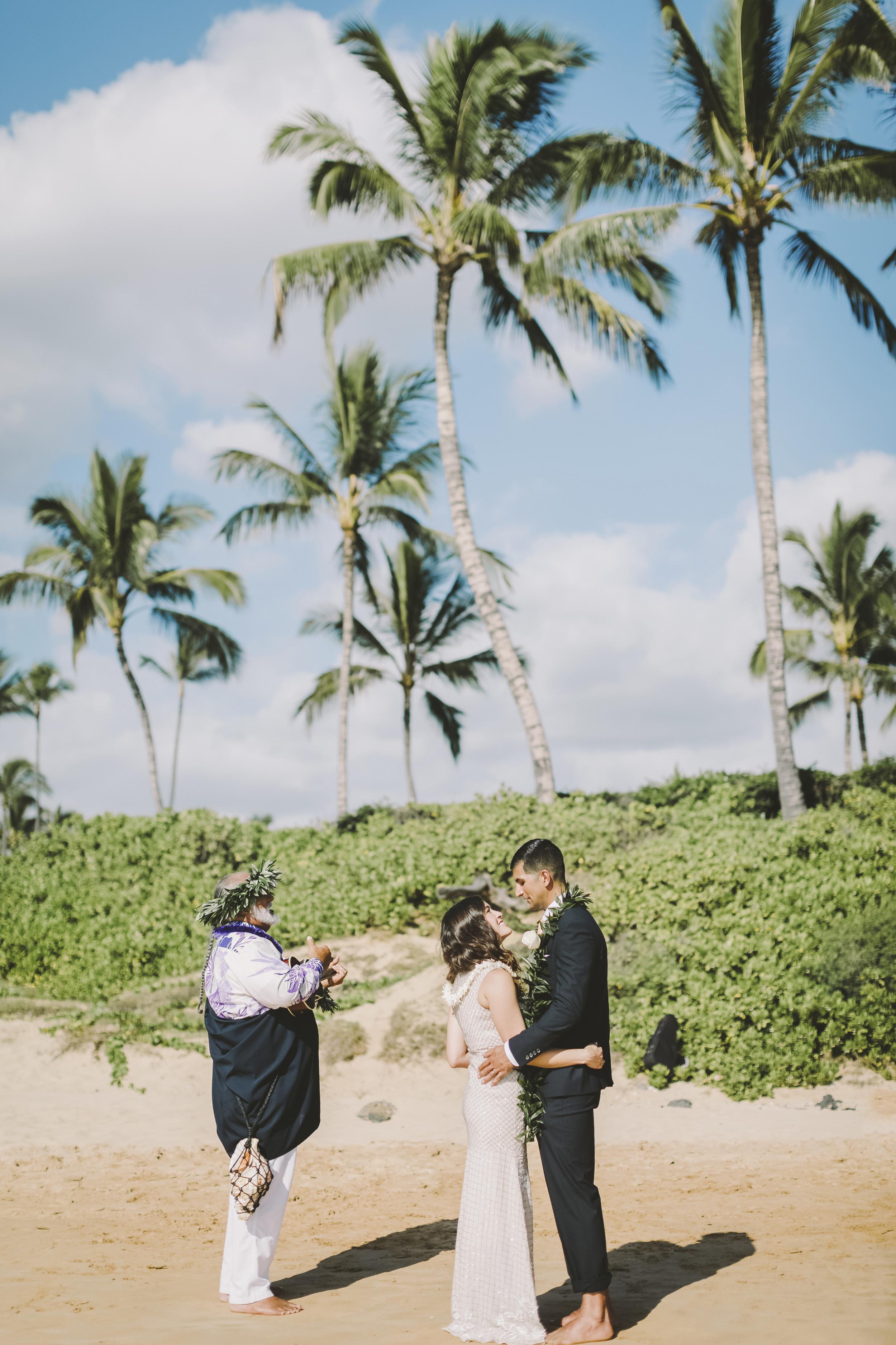 angie-diaz-photography-mokapu-beach-maui-elopement-31.jpg