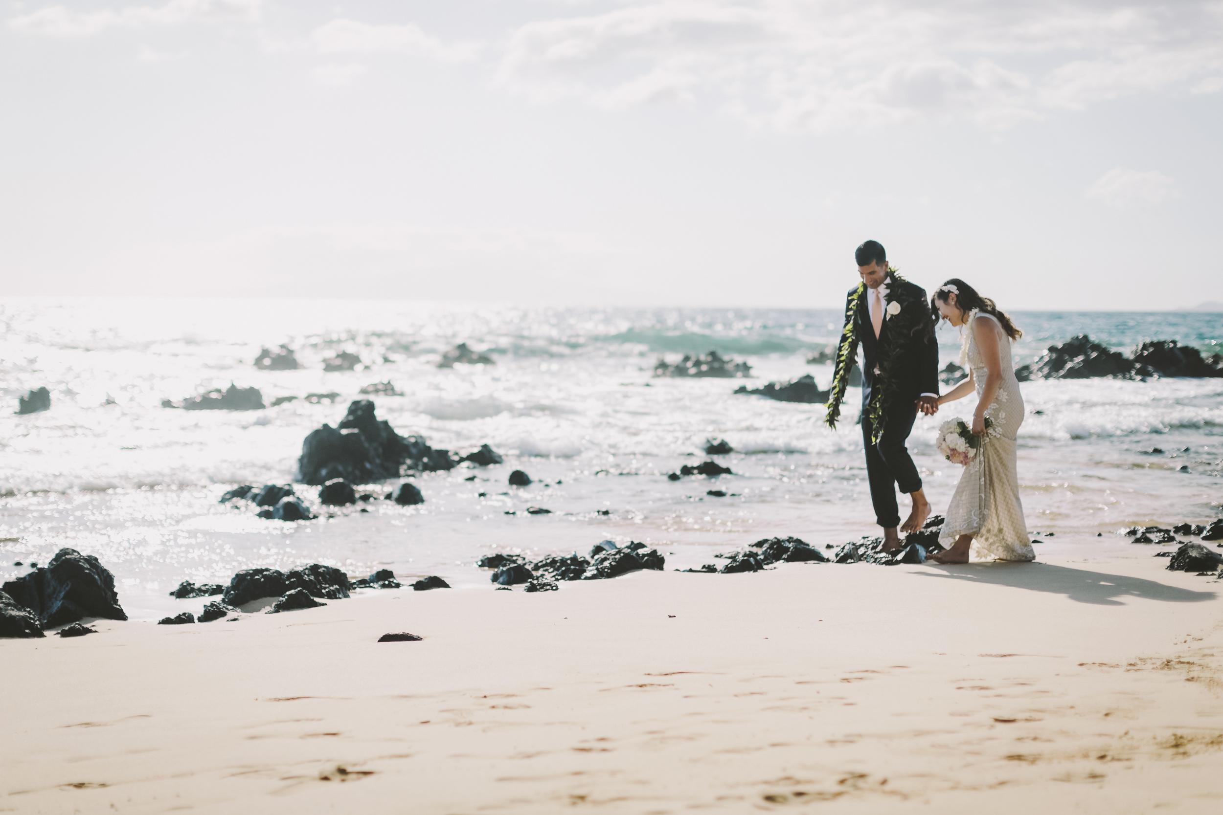 angie-diaz-photography-mokapu-beach-maui-elopement-40.jpg