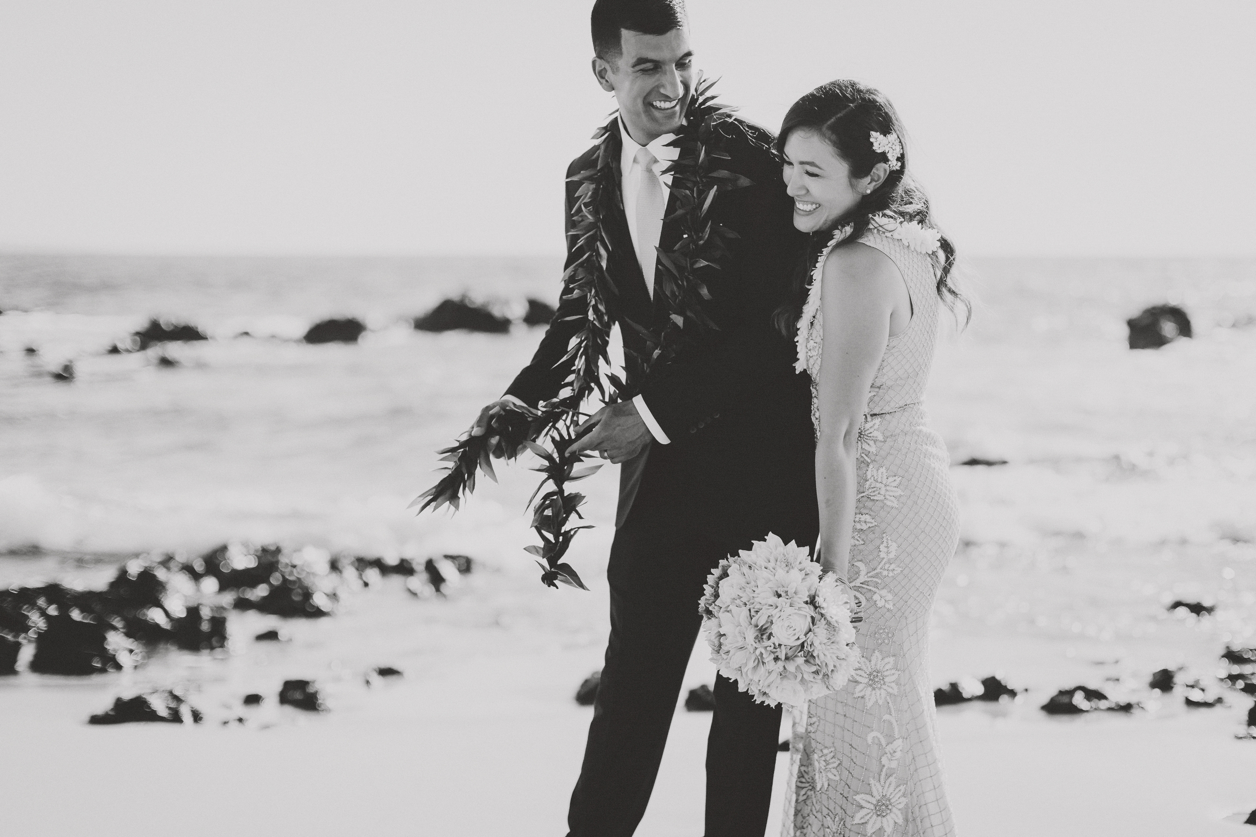 angie-diaz-photography-mokapu-beach-maui-elopement-49.jpg