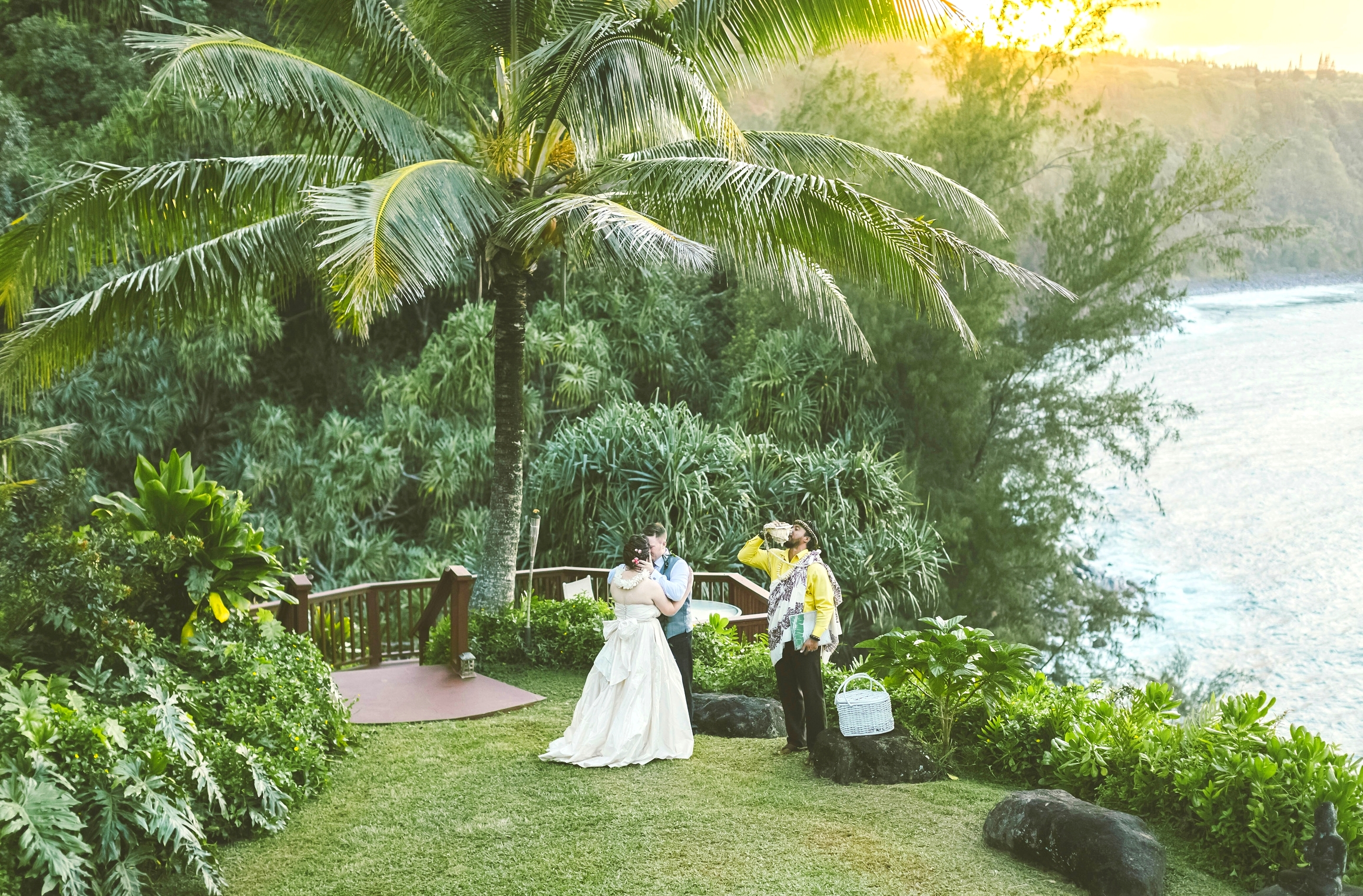 angie-diaz-photography-maui-elopement-96.jpg