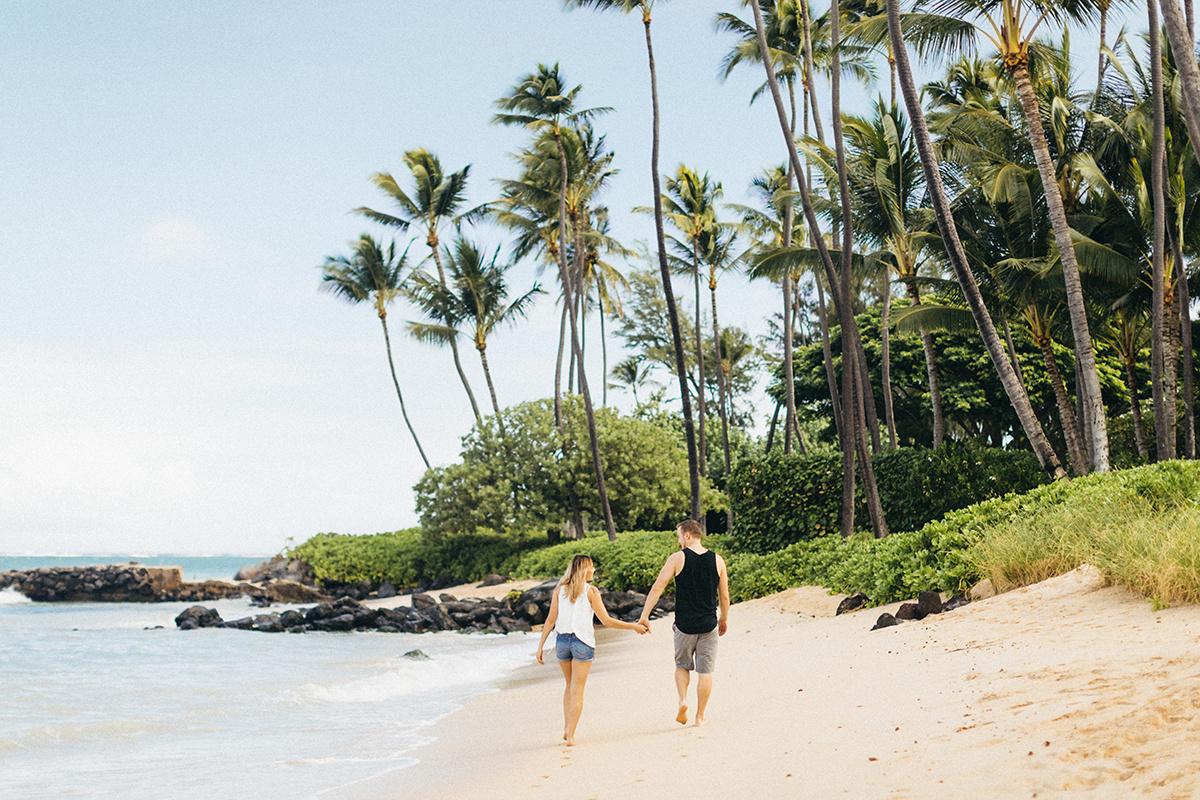 holding her hand in kanaha beach